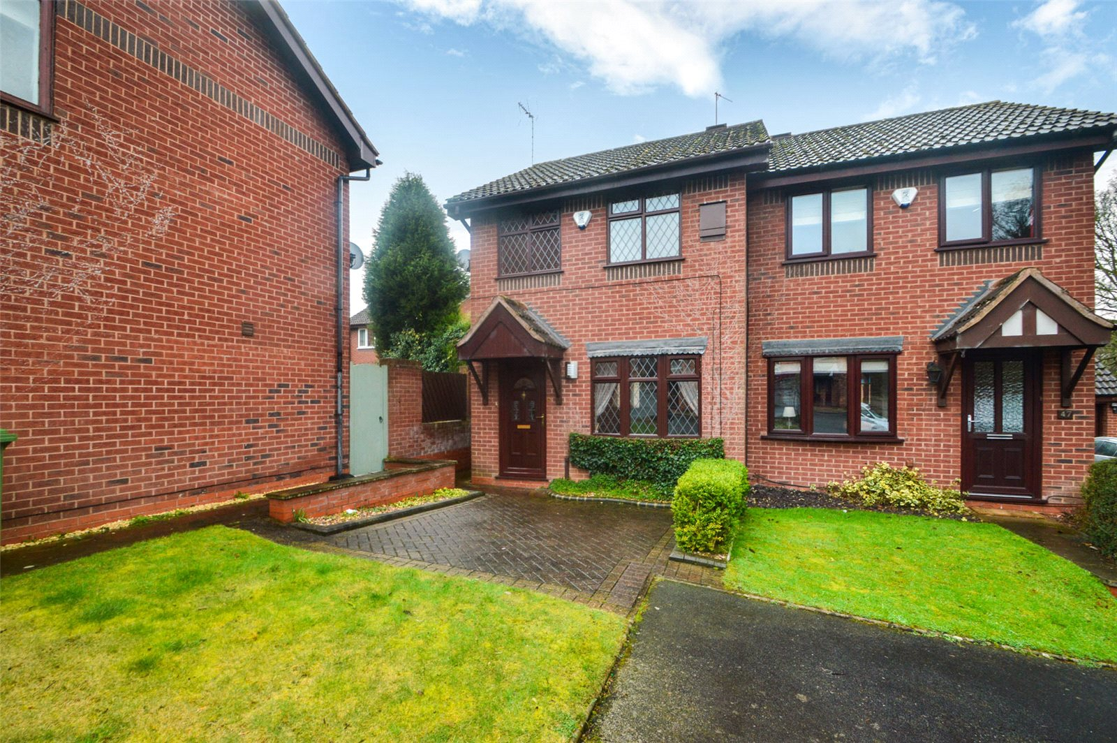 2 Bedrooms Semi Detached House for sale in 45 Whinchat Grove, Kidderminster, DY10