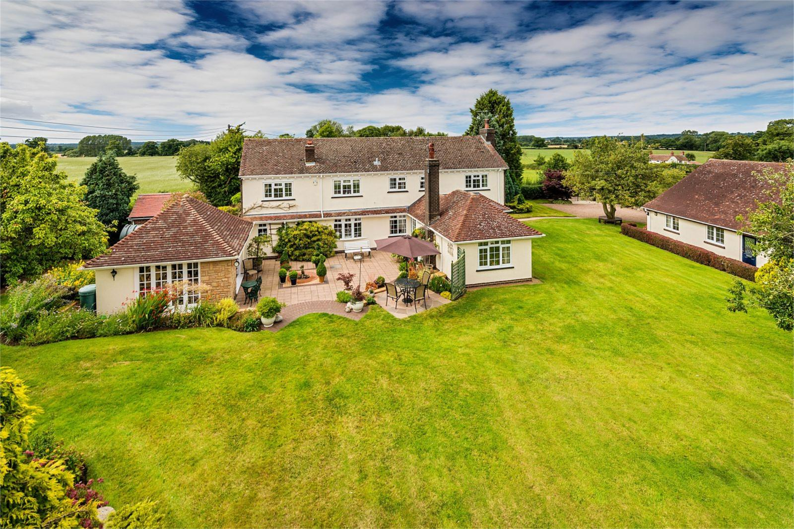 3 Bedrooms Detached House for sale in Duo Cottage, Blymhill Lawn, Blymhill, Weston-Under-Lizard, TF11