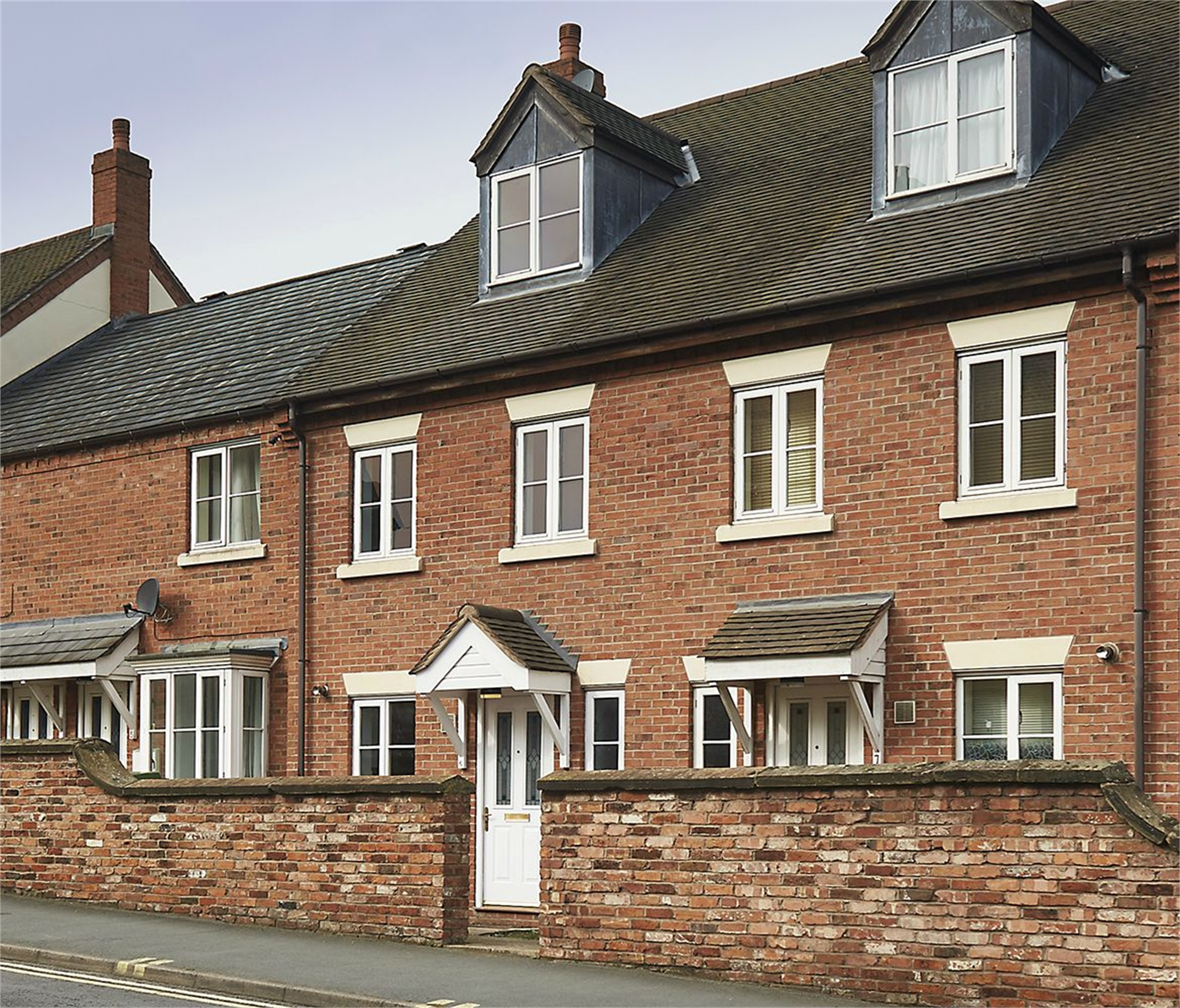 3 Bedrooms Terraced House for sale in 6 The Smithfields, Newport, Shropshire, TF10