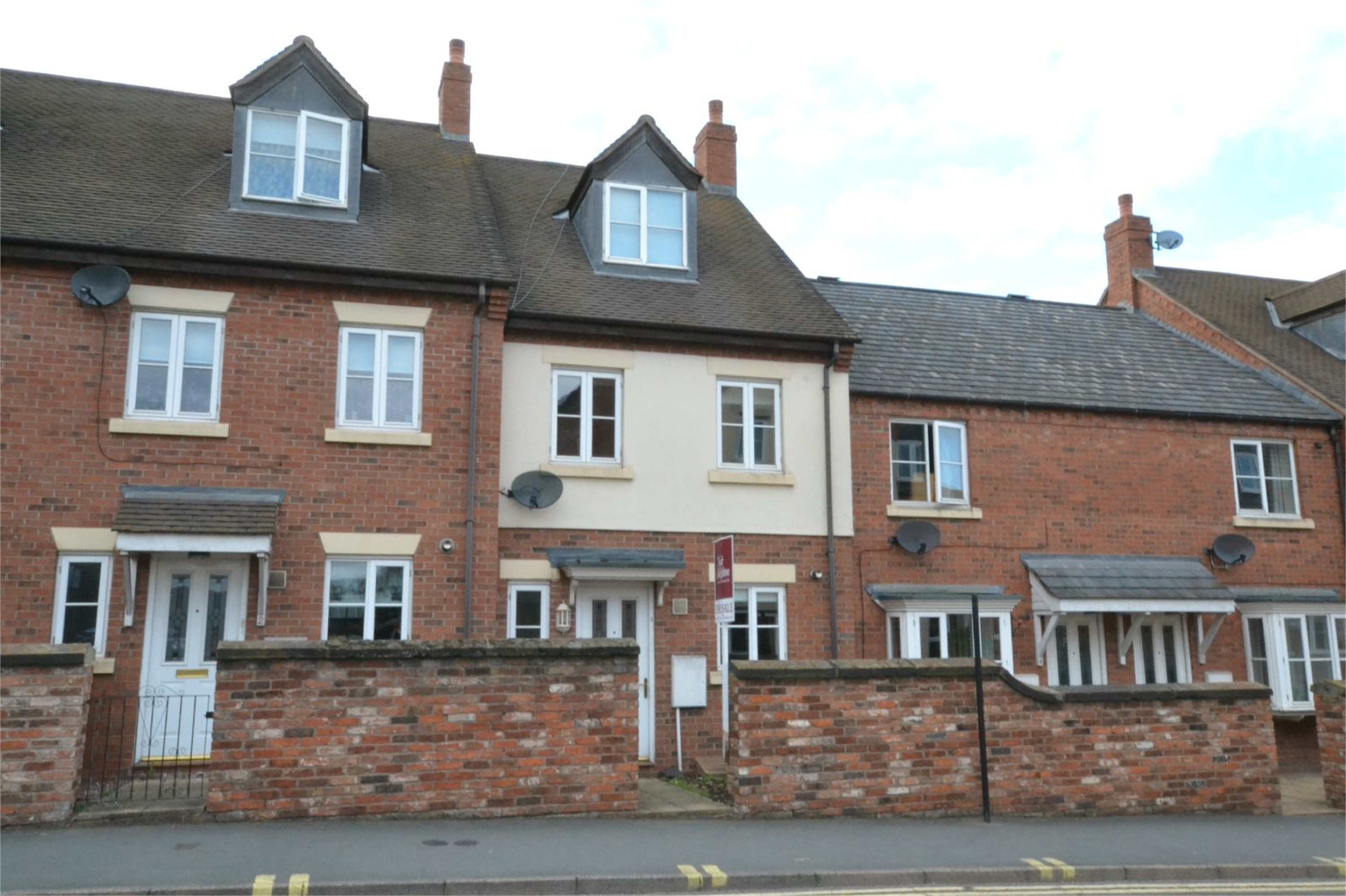 3 Bedrooms Terraced House for sale in 3 The Smithfields, Newport, Shropshire, TF10