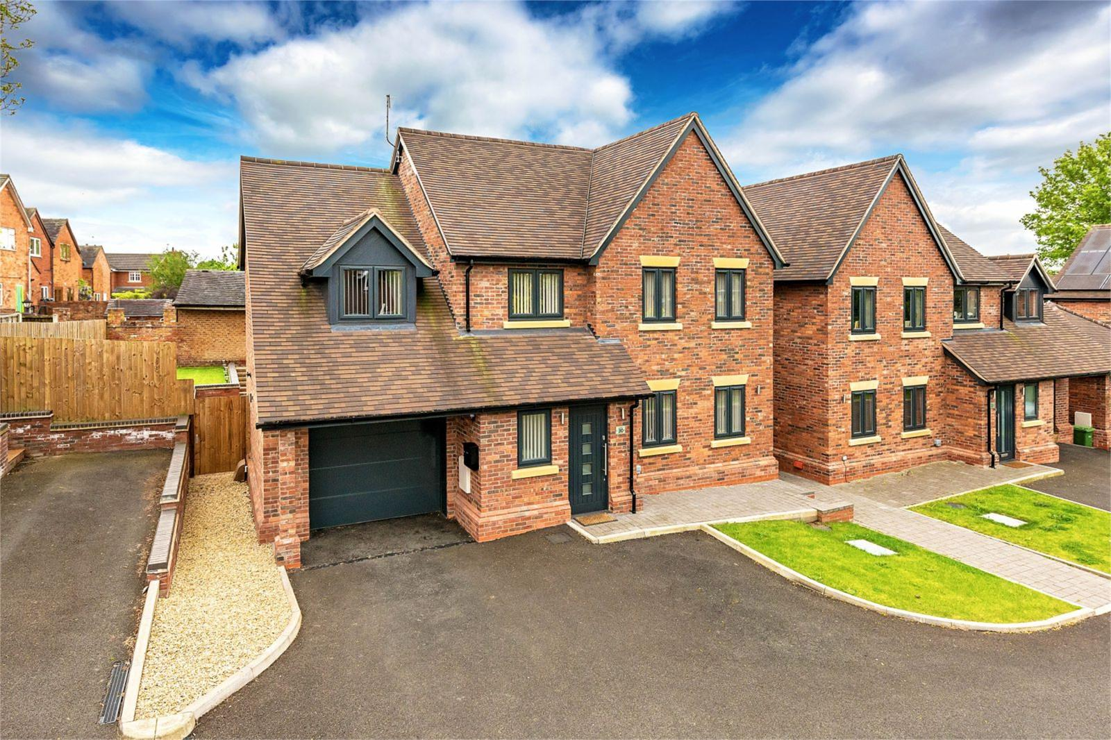 4 Bedrooms Detached House for sale in The Elms, Bentleys Road, Market Drayton, Shropshire, TF9