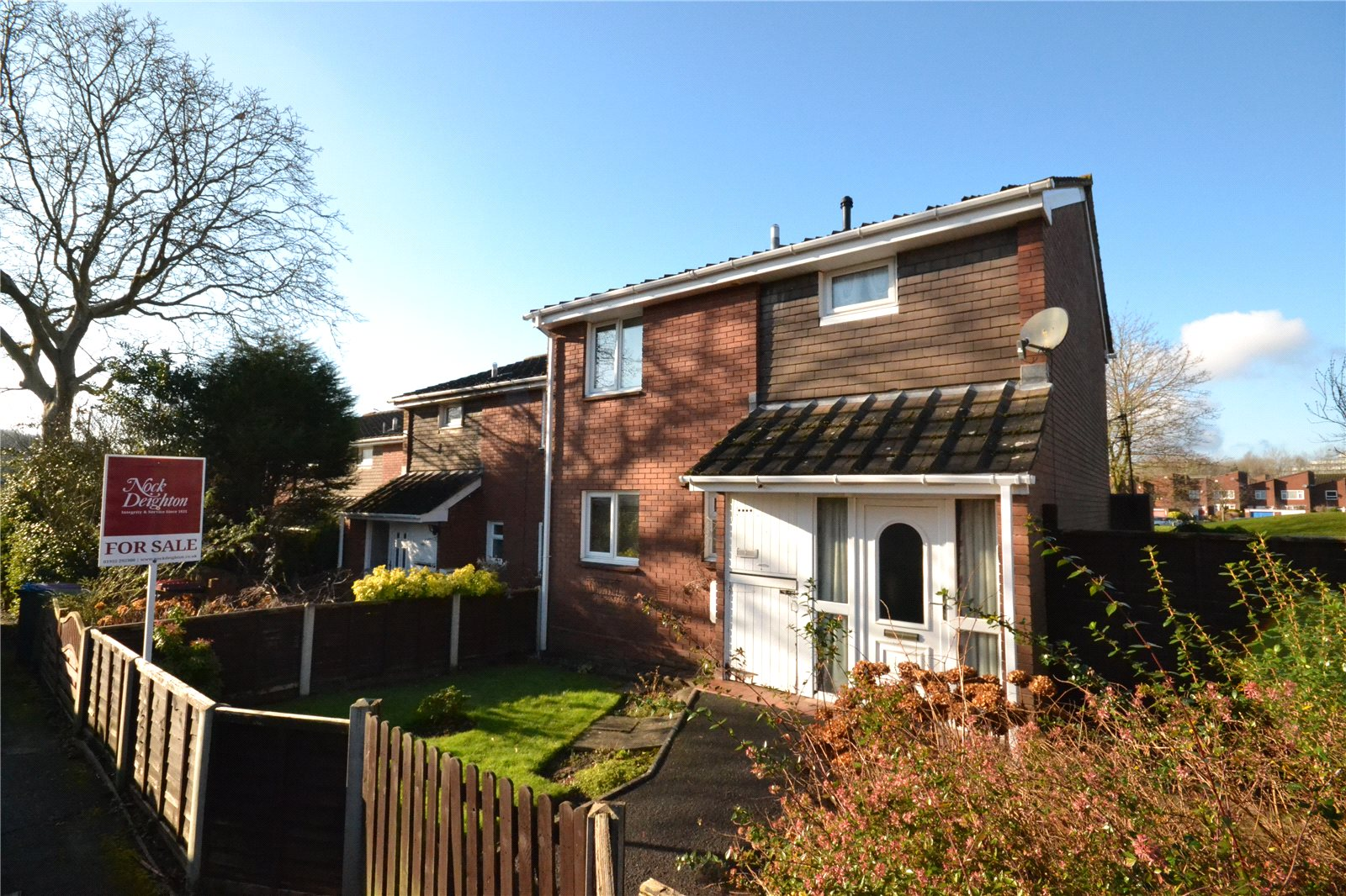 3 Bedrooms End Of Terrace House for sale in 43 Deepdale, Hollinswood, Telford, Shropshire, TF3