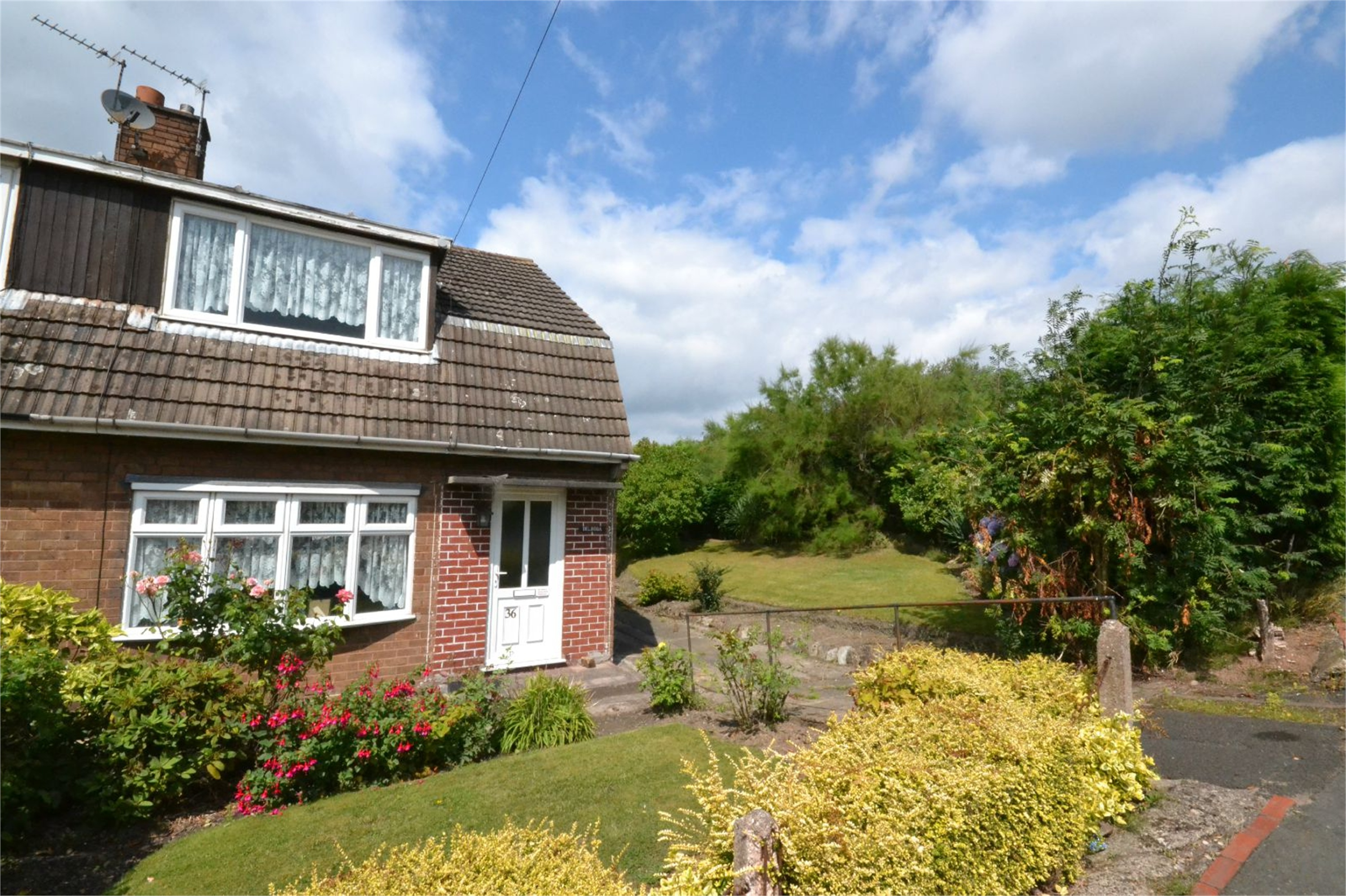3 Bedrooms Semi Detached House for sale in 36 Hollyhurst Road, Wrockwardine Wood, Telford, Shropshire, TF2