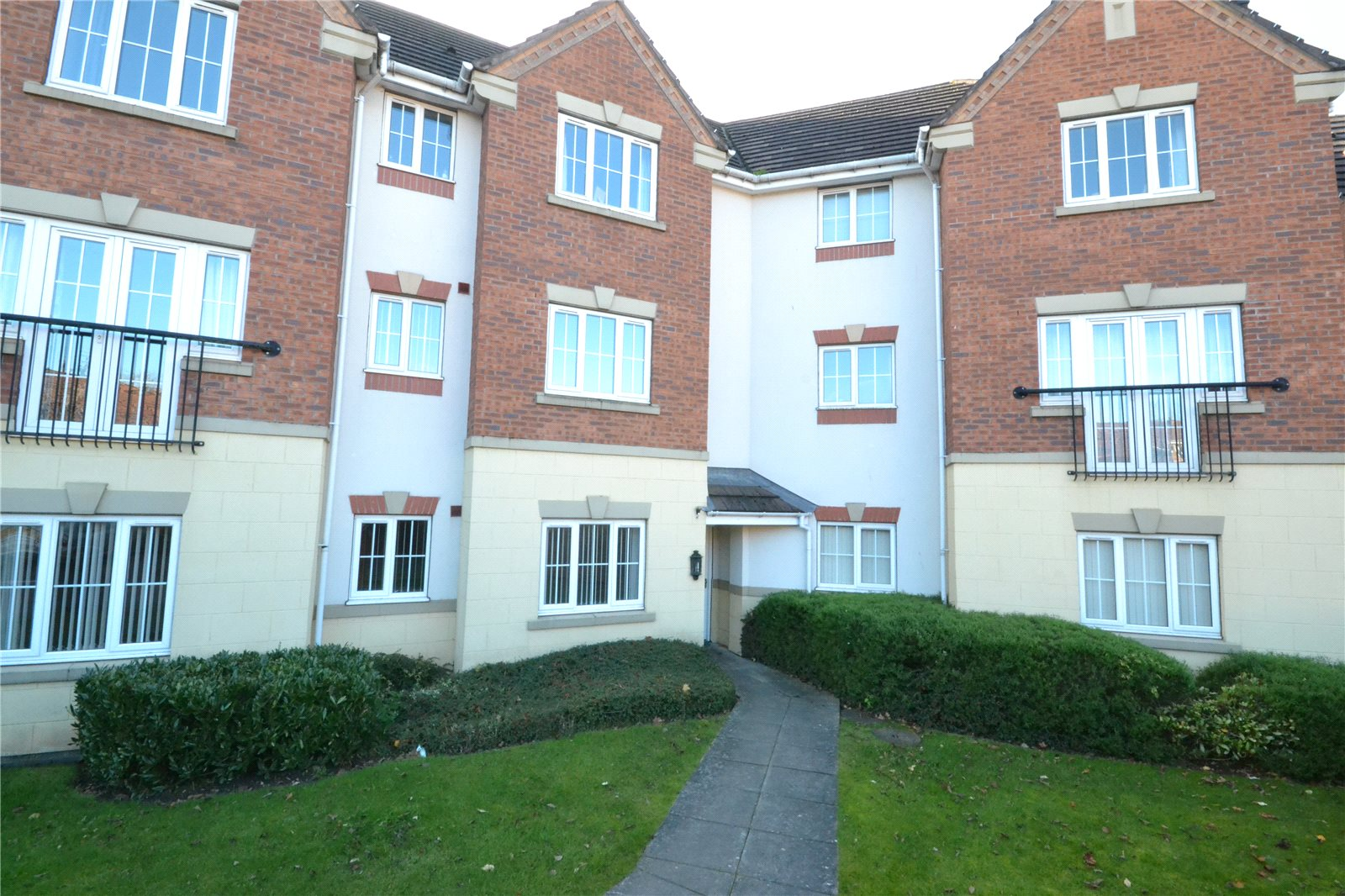 2 Bedrooms Flat for sale in 53 Finchale Avenue, Priorslee, Telford, Shropshire, TF2