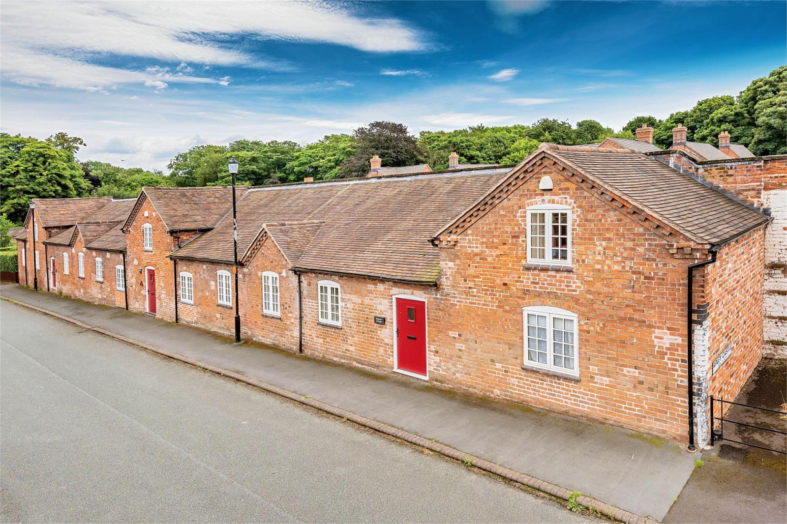 3 Bedrooms Terraced House for sale in Primrose Cottage, 39 Apley Castle, Apley, Telford, Shropshire, TF1