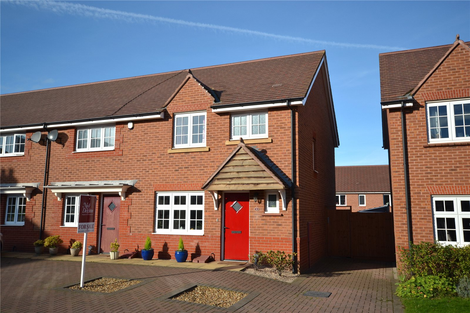 3 Bedrooms End Of Terrace House for sale in 8 Bakers Lock, Hadley, Telford, TF1