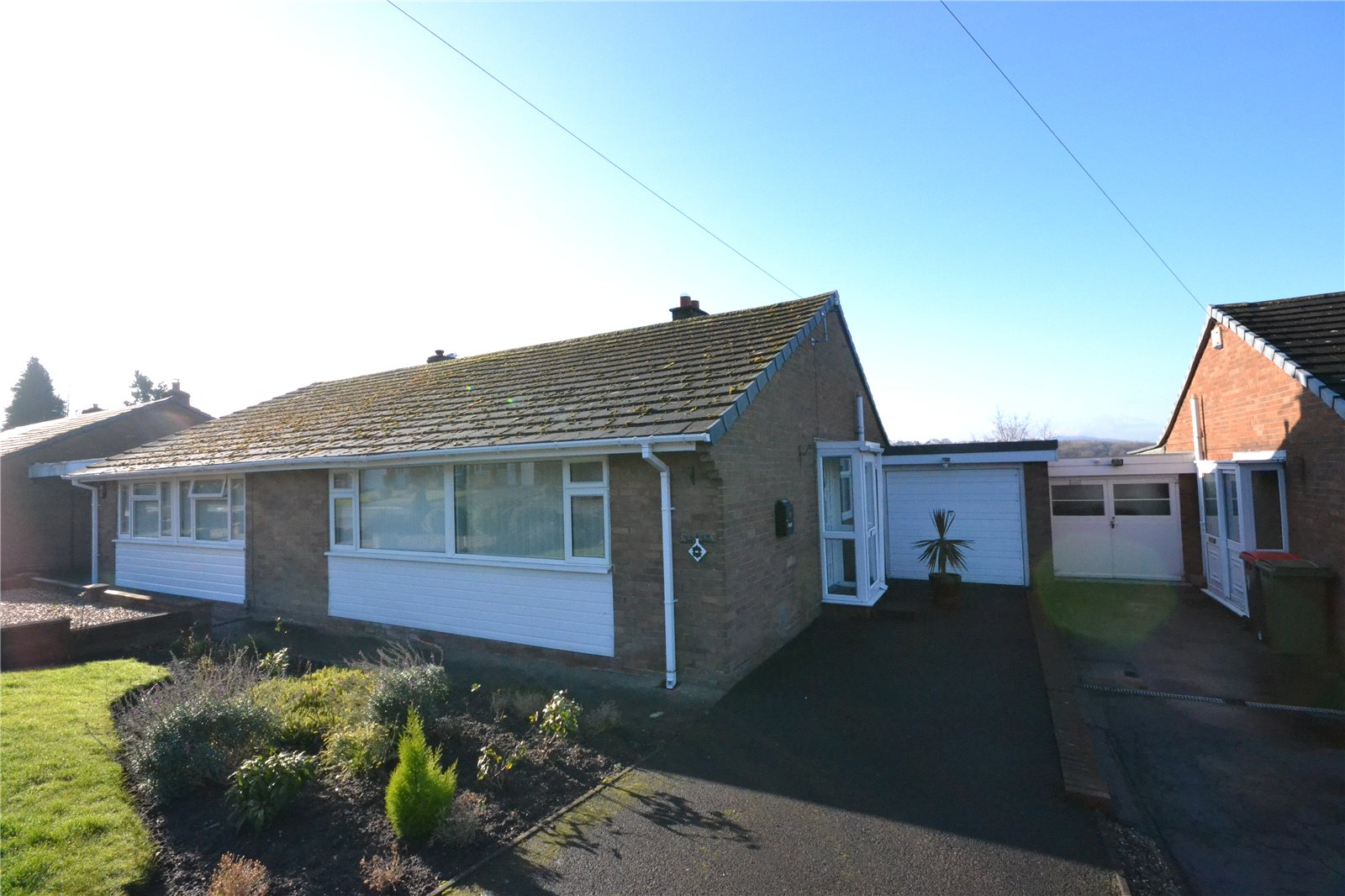 2 Bedrooms Semi Detached Bungalow for sale in 11 Willows Road, Oakengates, Telford, TF2