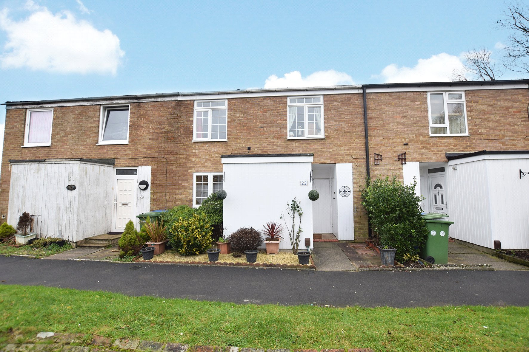 3 Bedrooms Terraced House for sale in Holbeck, Great Hollands, Bracknell, Berkshire, RG12