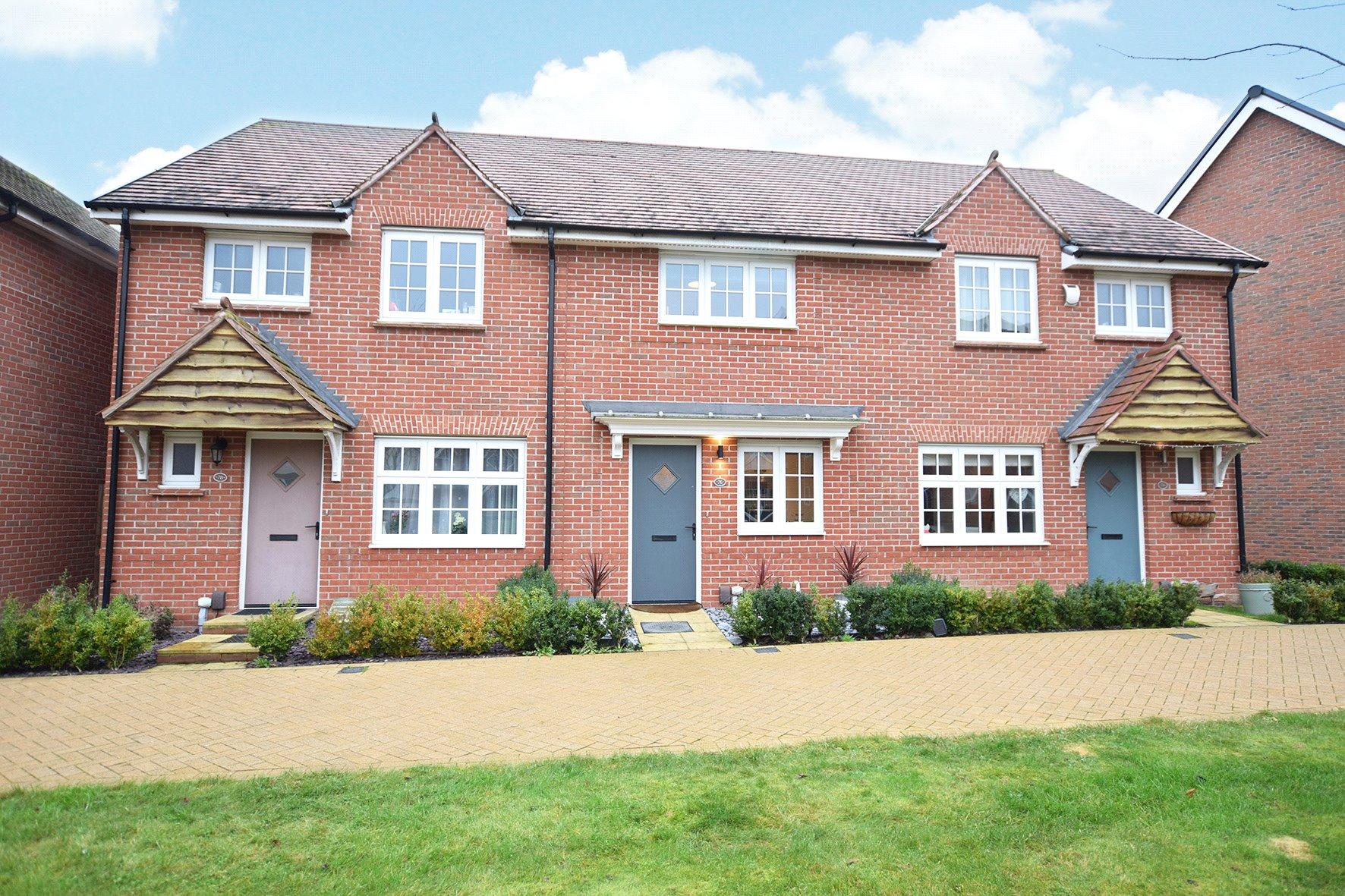 2 Bedrooms Terraced House for sale in Merlin Way, Jennett's Park, Bracknell, Berkshire, RG12