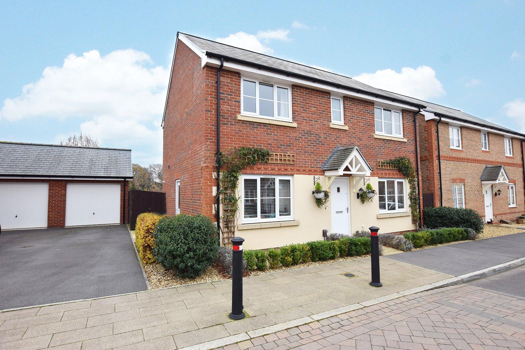 4 Bedrooms Detached House for sale in Guillemot Street, Jennett's Park, Bracknell, Berkshire, RG12