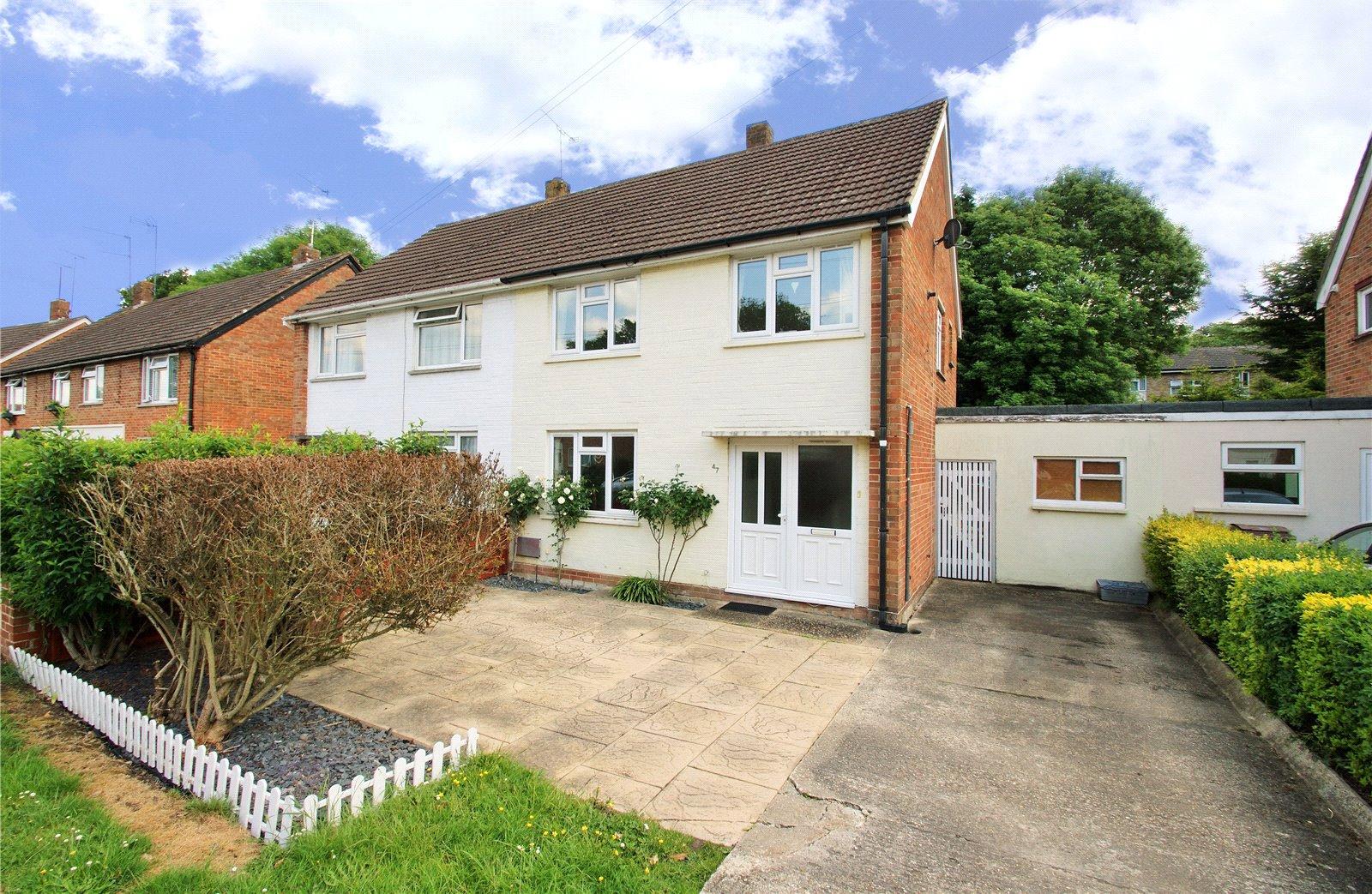 3 Bedrooms Semi Detached House for sale in Longs Way, Wokingham, Berkshire, RG40