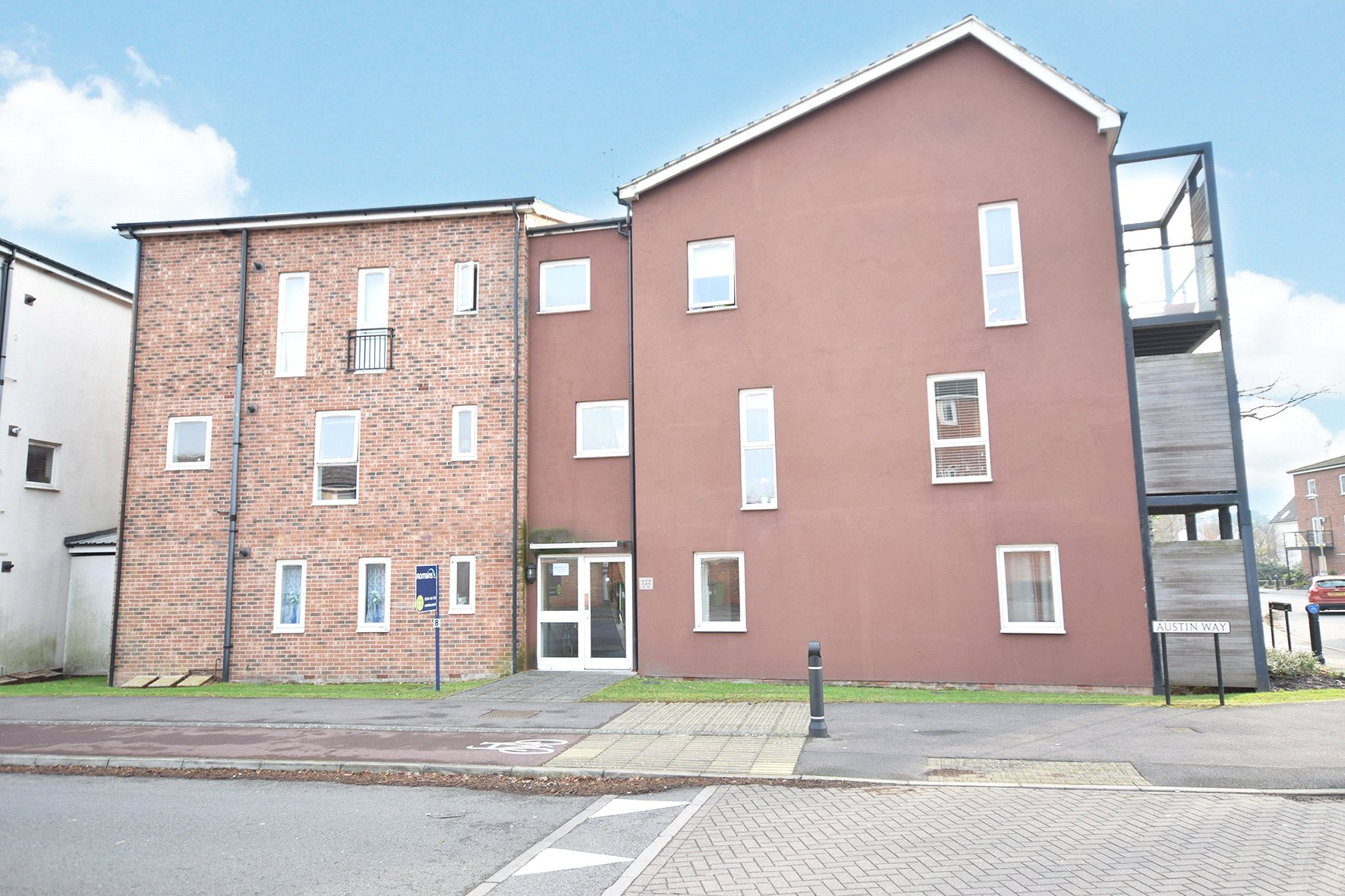 2 Bedrooms Apartment Flat for sale in Austin Way, Bracknell, Berkshire, RG12