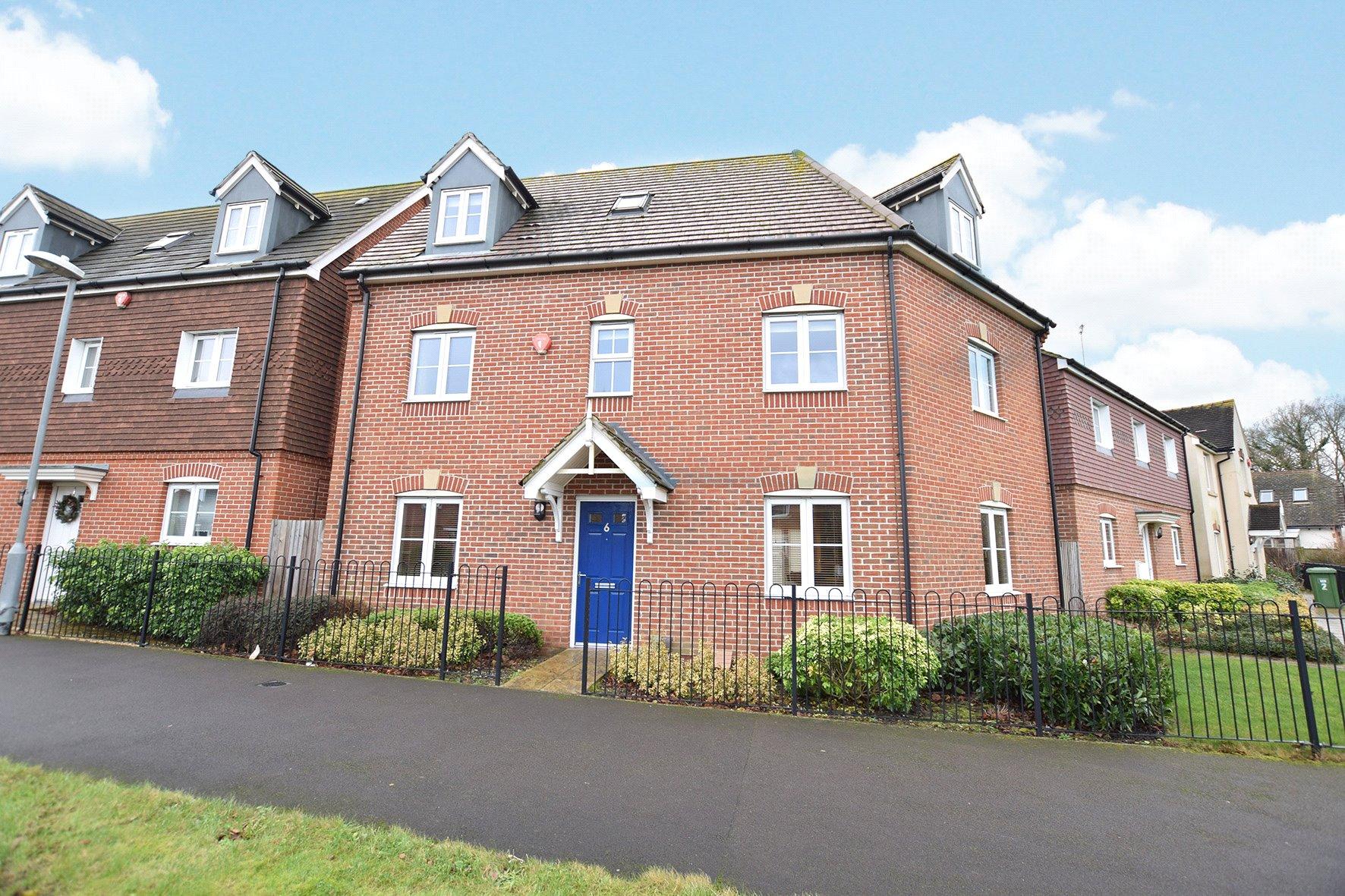 4 Bedrooms Detached House for sale in Sparrowhawk Way, Jennett's Park, Bracknell, Berkshire, RG12