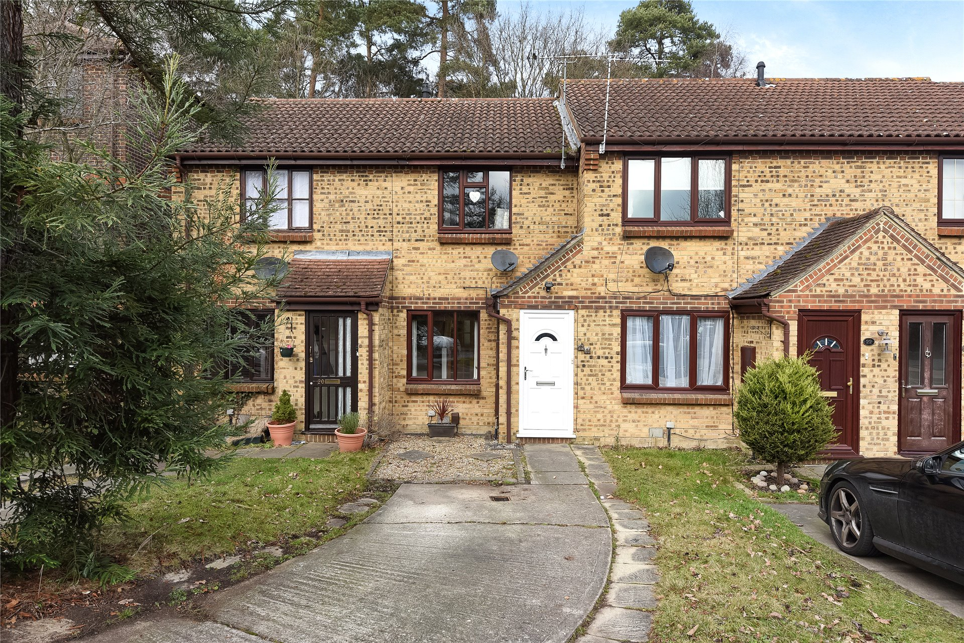2 Bedrooms Terraced House for sale in Townsend Close, Bracknell, Berkshire, RG12