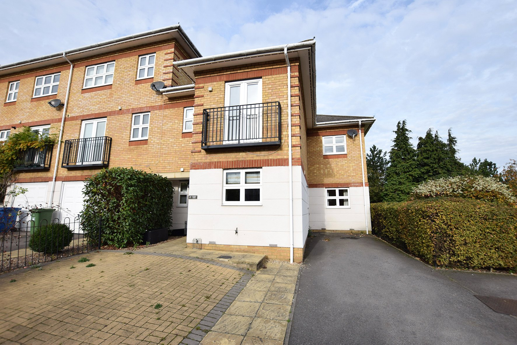 3 Bedrooms End Of Terrace House for sale in Ogden Park, Bracknell, Berkshire, RG12