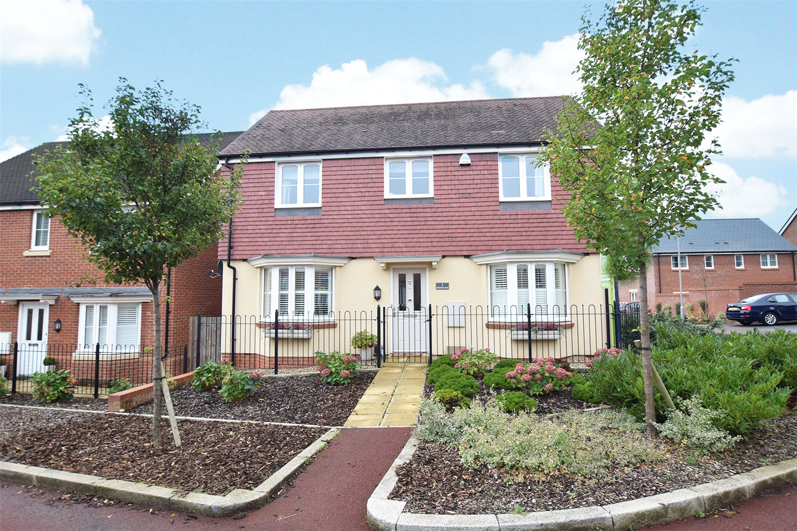 4 Bedrooms Detached House for sale in Spoonbill Rise, Jennett's Park, Bracknell, Berkshire, RG12