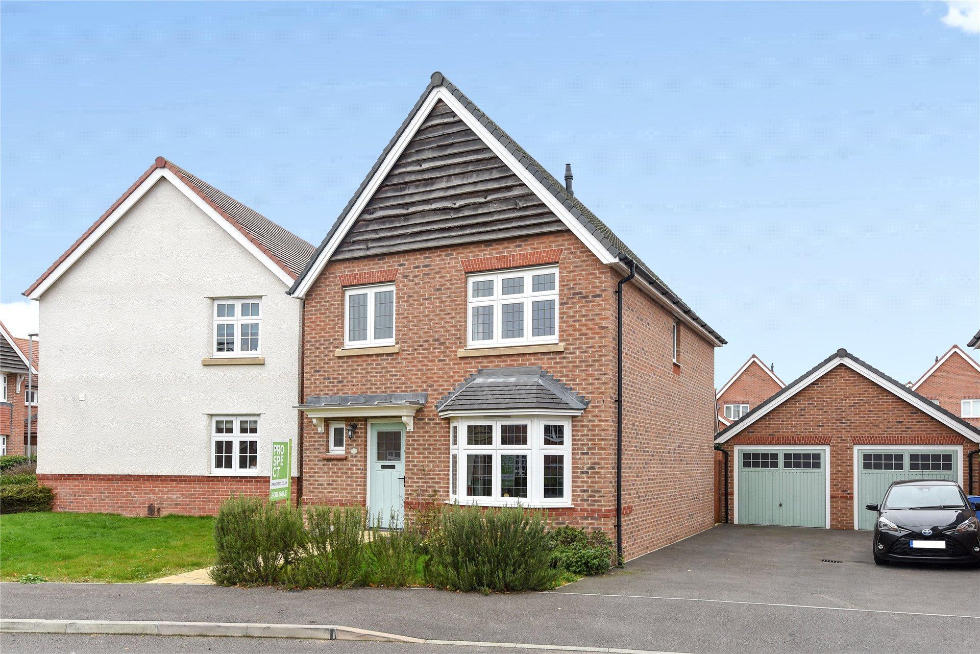 3 Bedrooms Detached House for sale in Goldcrest Road, Jennett's Park, Bracknell, Berkshire, RG12