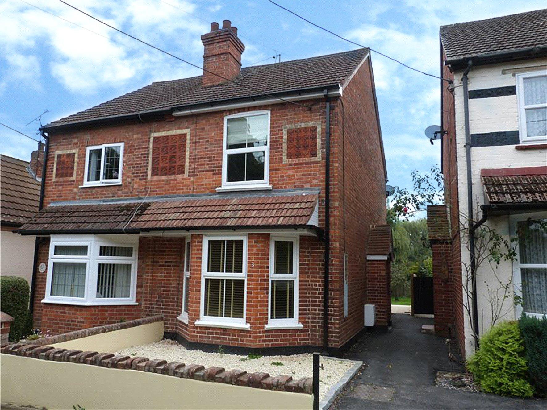 2 Bedrooms Semi Detached House for sale in North View, Amen Corner, Binfield, Bracknell, RG12