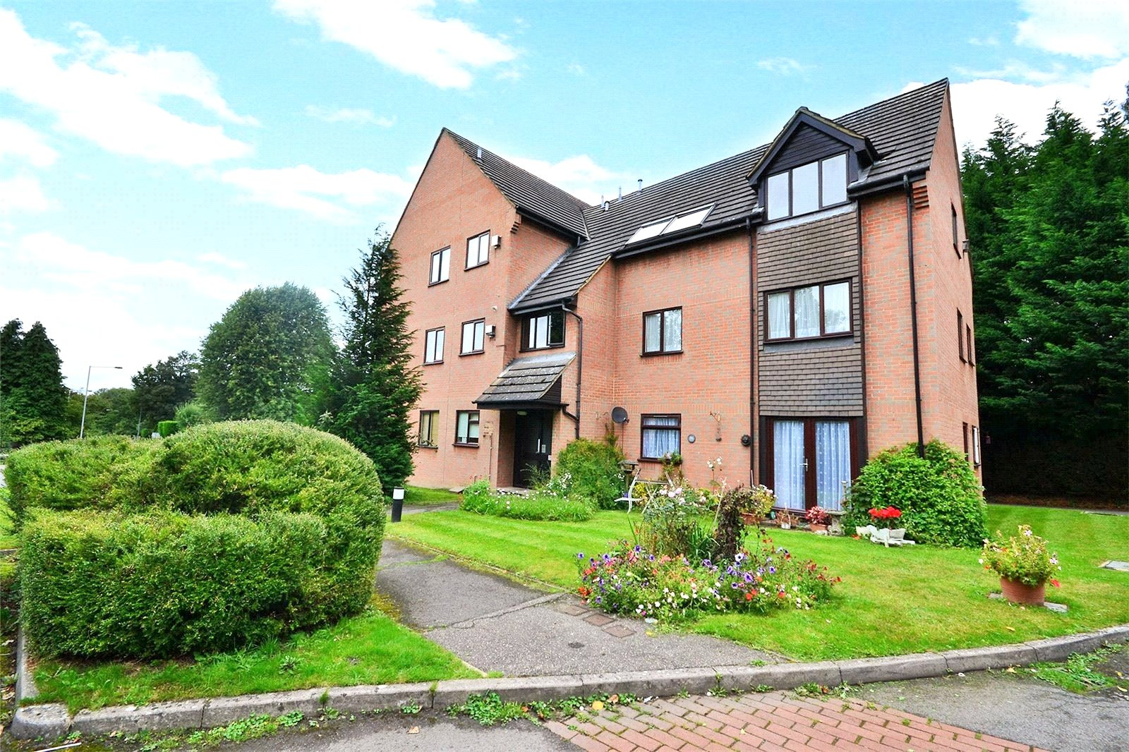 1 Bedroom Apartment Flat for sale in Acacia Court, Bracknell, Berkshire, RG12