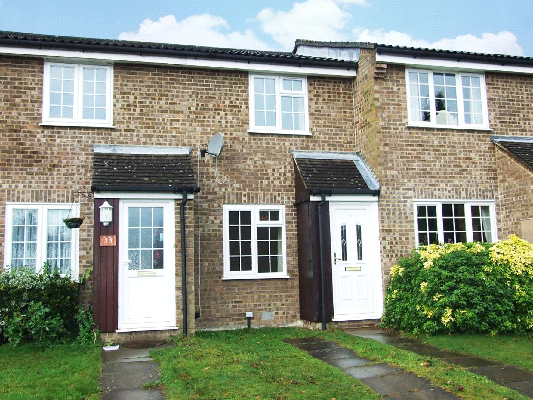 2 Bedrooms Terraced House for sale in Crofton Close, Forest Park, Bracknell, Berkshire, RG12