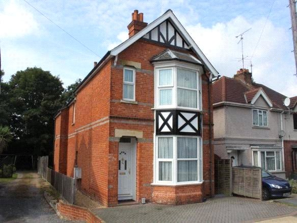 1 Bedroom Detached House for rent in Frimley Road, Camberley, Surrey, GU15