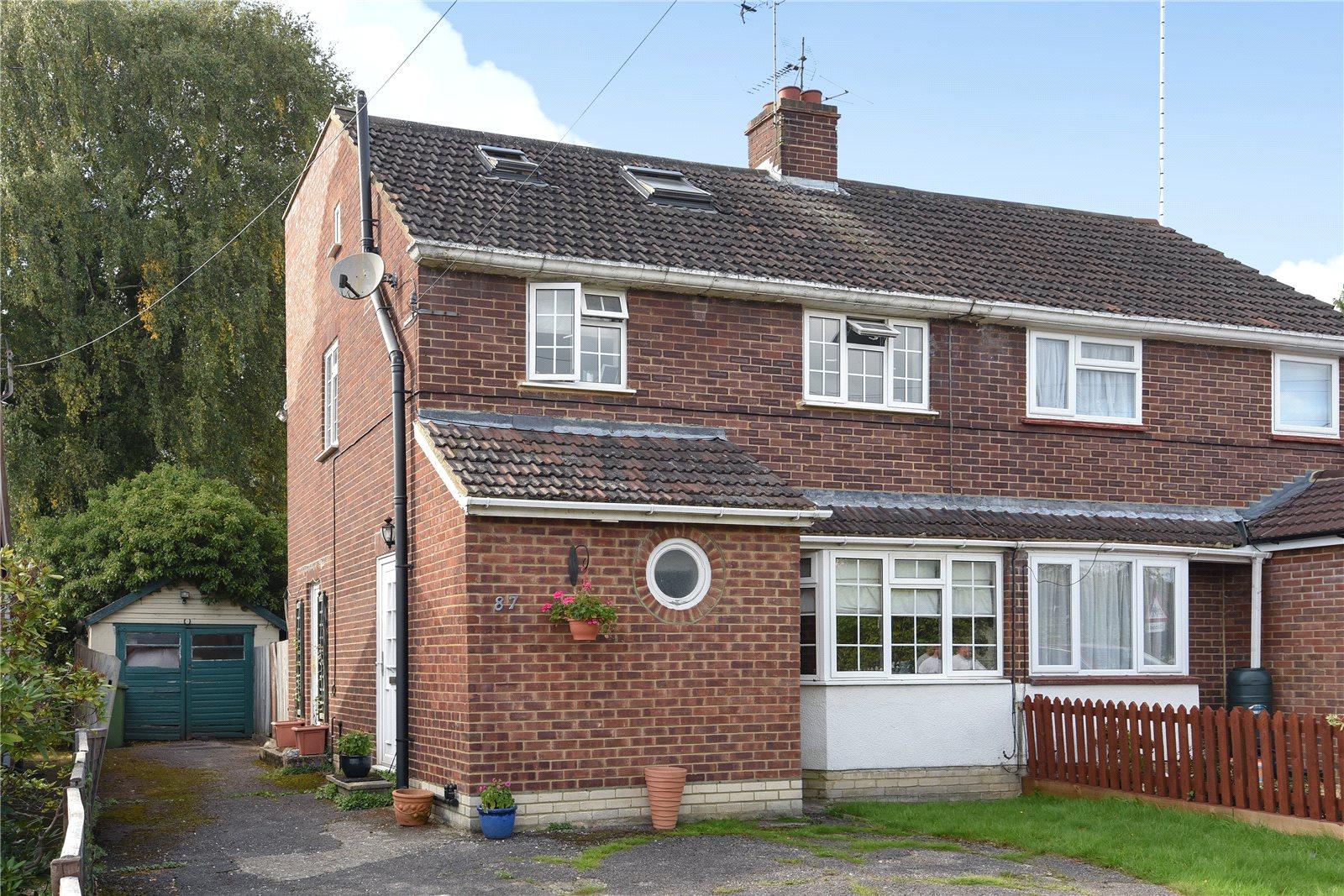 4 Bedrooms Semi Detached House for sale in Owlsmoor Road, Owlsmoor, Sandhurst, Berkshire, GU47