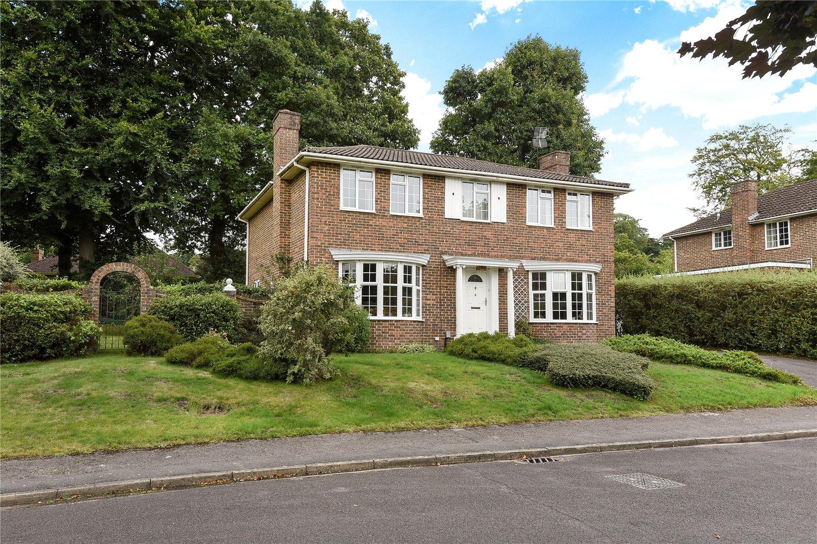 5 Bedrooms Detached House for sale in Amberwood Drive, Camberley, Surrey, GU15