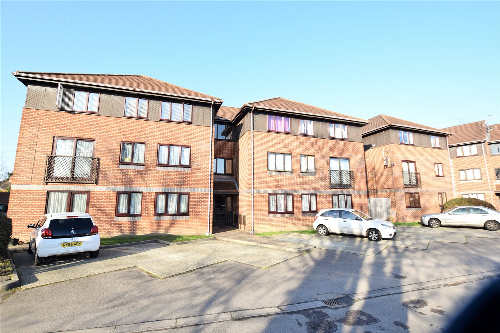 2 Bedrooms Apartment Flat for sale in Oakfields, Alexandra Avenue, Camberley, Surrey, GU15
