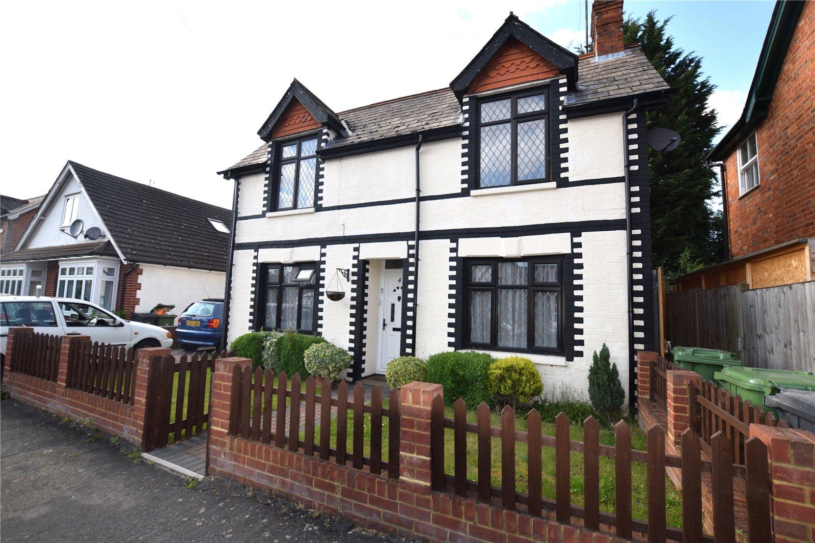 3 Bedrooms Detached House for sale in Queens Road, Camberley, Surrey, GU15