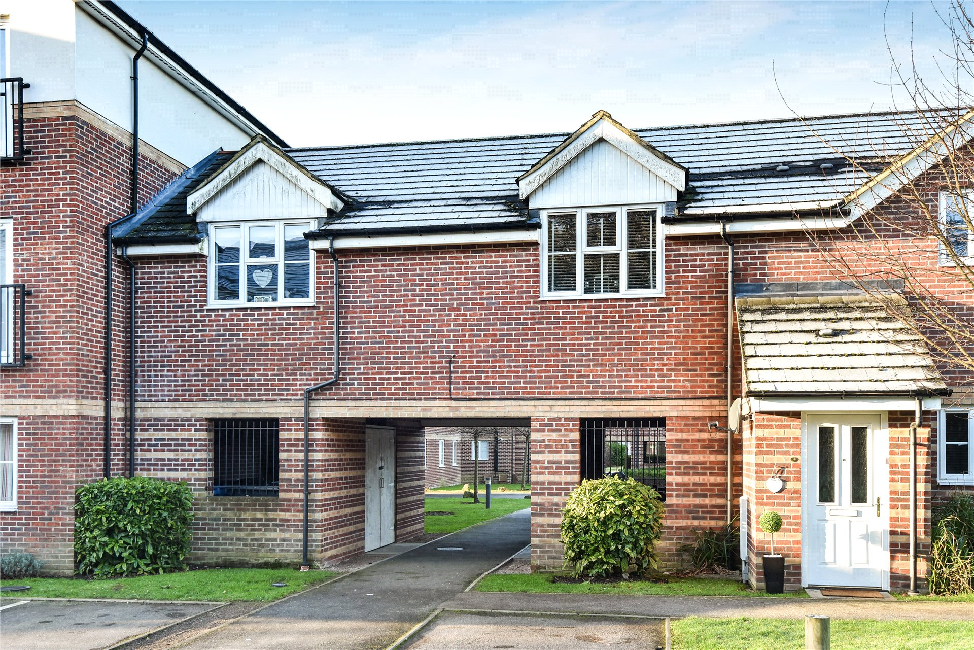 2 Bedrooms Maisonette Flat for sale in Kingswood Close, Camberley, Surrey, GU15
