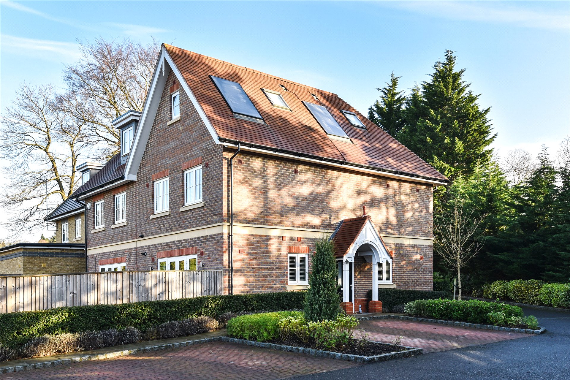 4 Bedrooms Semi Detached House for sale in Meadows Drive, Camberley, Surrey, GU15