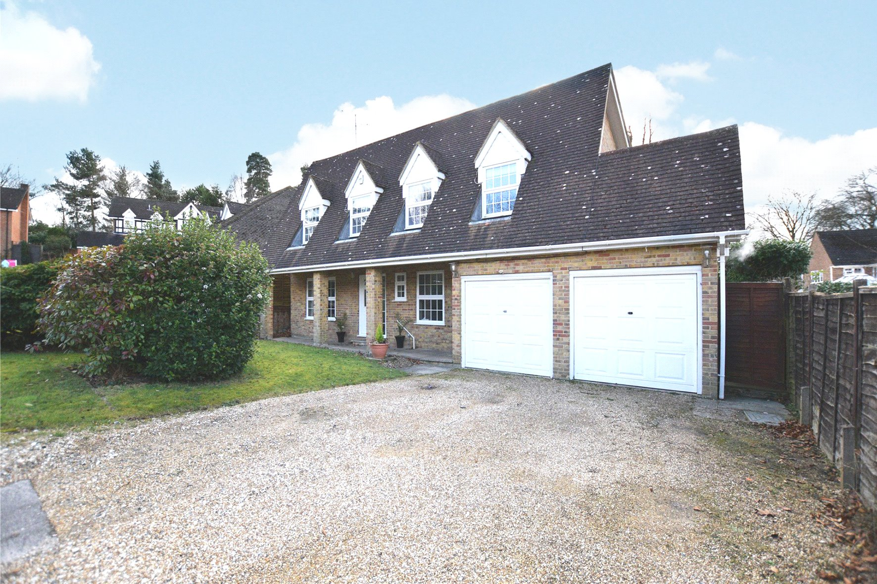 4 Bedrooms Detached House for sale in Gainsborough Close, Camberley, Surrey, GU15