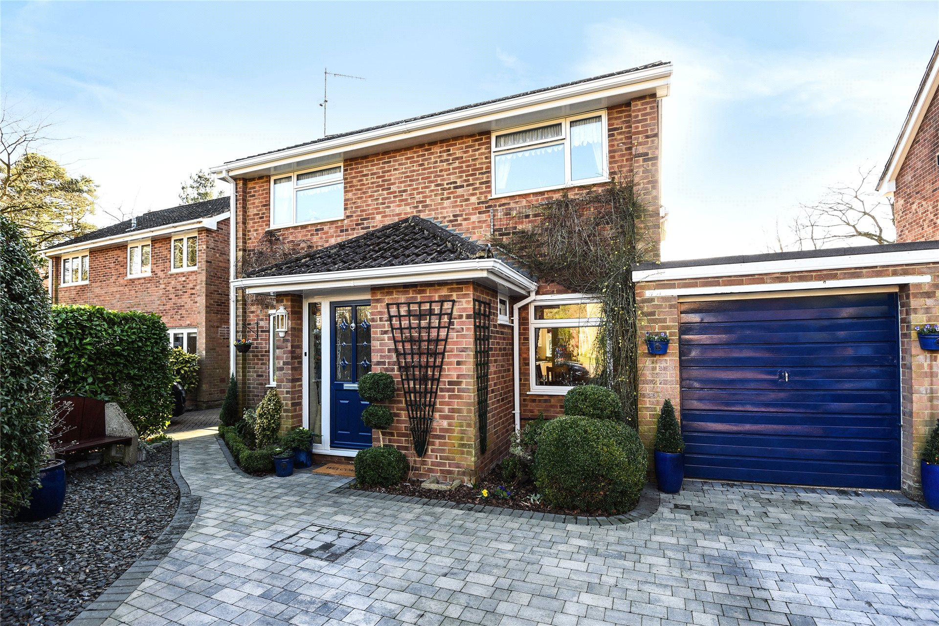 4 Bedrooms Detached House for sale in Ripon Close, Camberley, Surrey, GU15