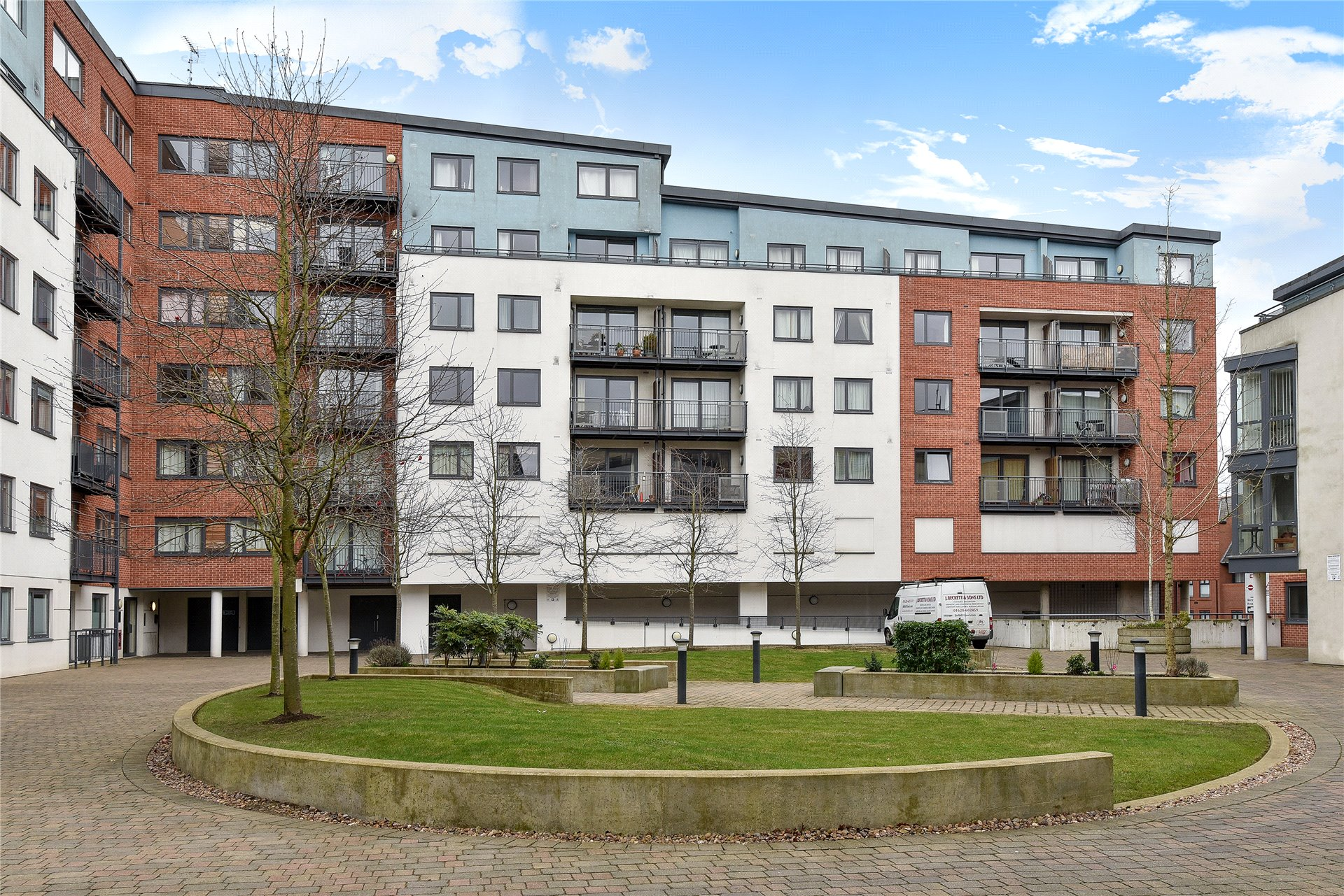 2 Bedrooms Apartment Flat for sale in The Courtyard, Southwell Park Road, Camberley, Surrey, GU15