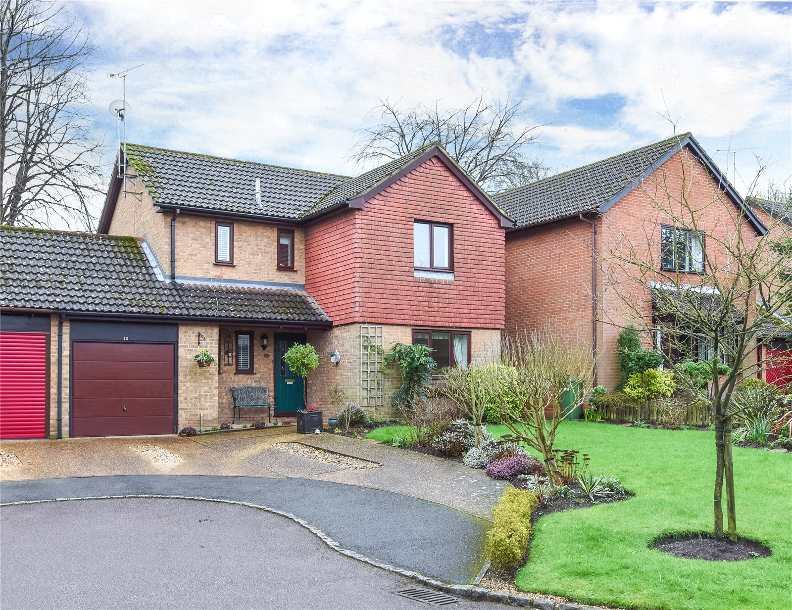 4 Bedrooms Detached House for sale in Goldsmith Way, Crowthorne, Berkshire, RG45