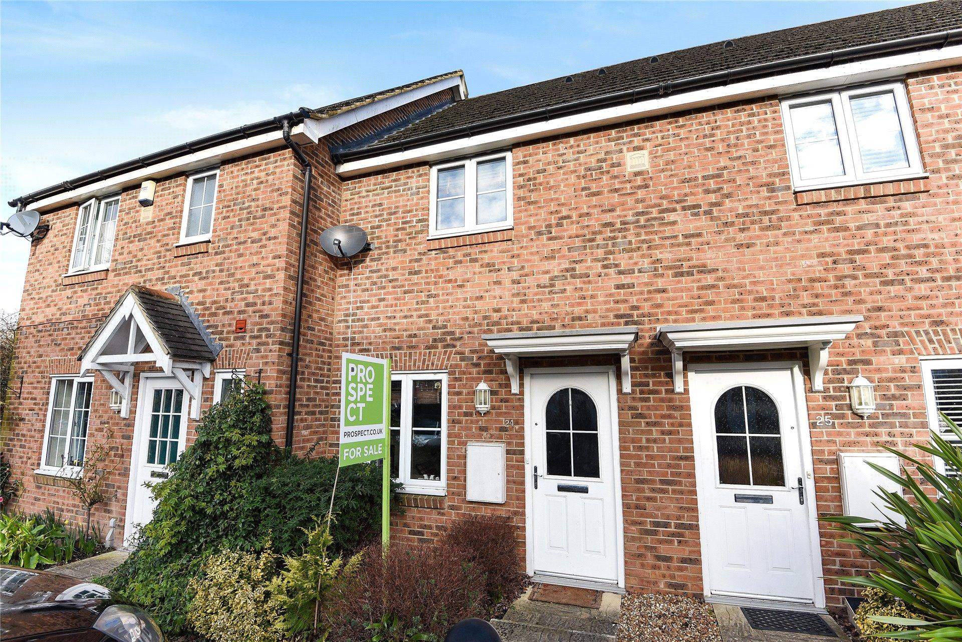 2 Bedrooms Terraced House for sale in Angus Close, Winnersh, Wokingham, Berkshire, RG41
