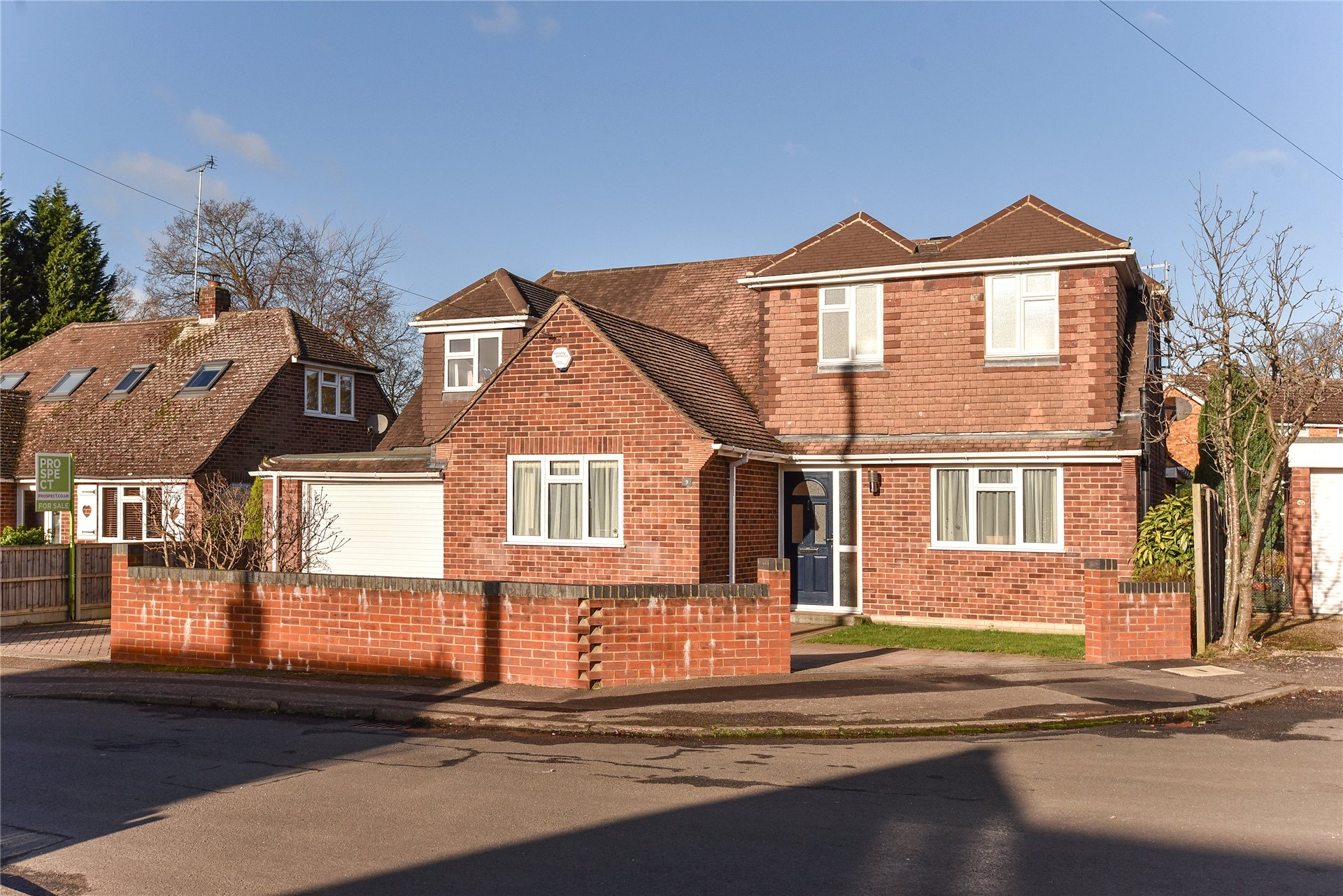 4 Bedrooms Detached House for sale in Farm Close, Crowthorne, Berkshire, RG45