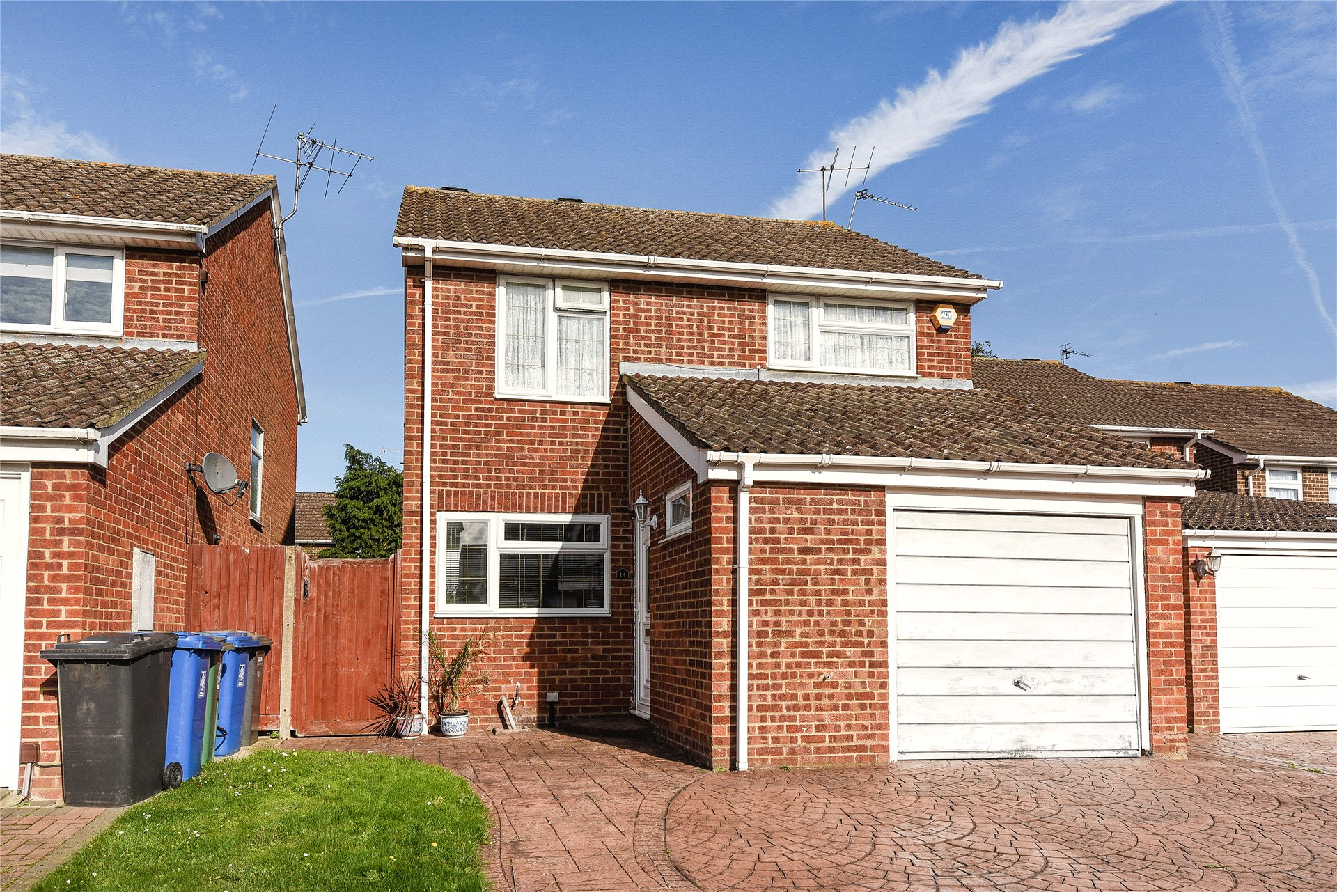 3 Bedrooms Detached House for sale in Sandy Mead, Holyport, Maidenhead, Berkshire, SL6