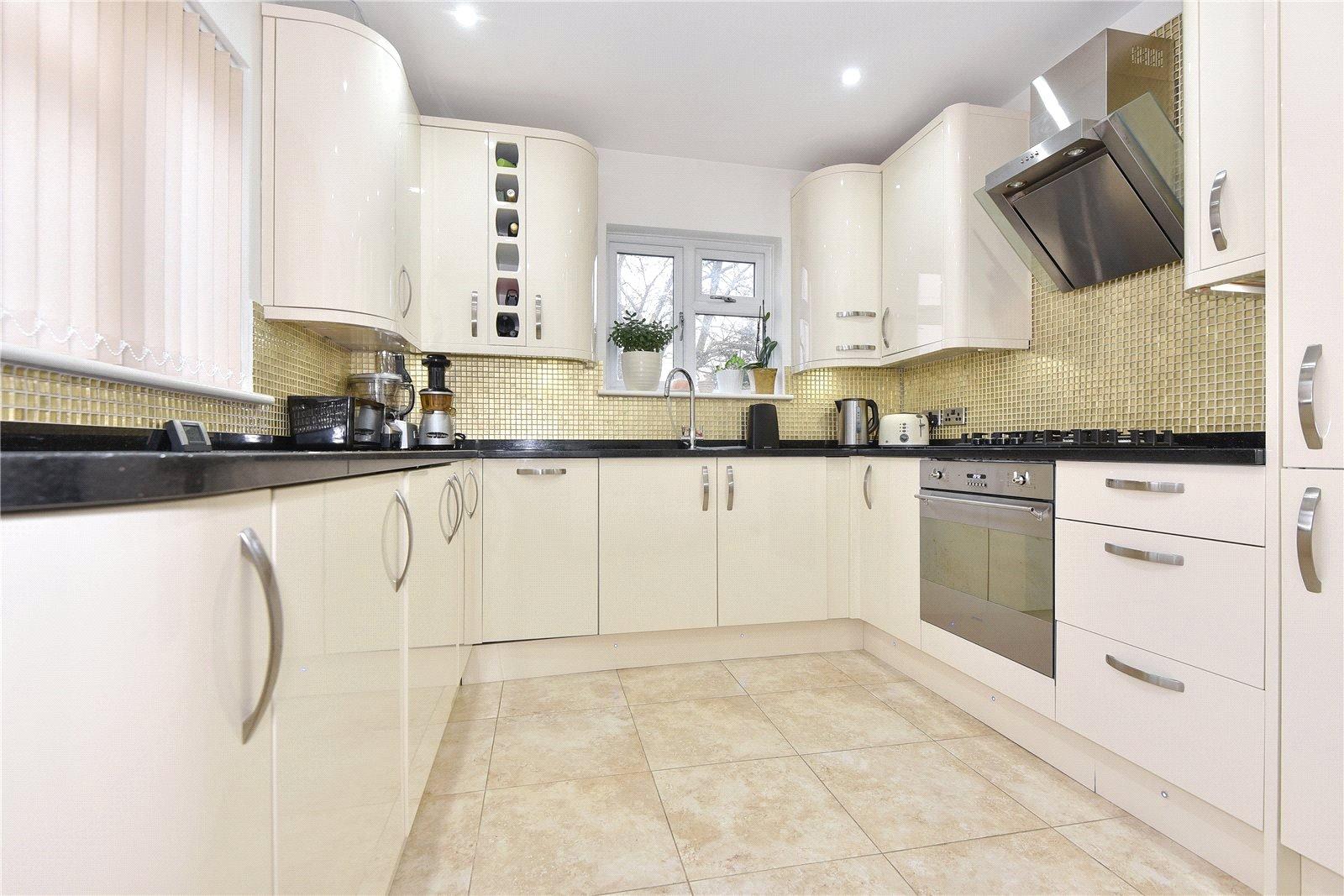 3 Bedrooms Semi Detached House for sale in Desborough Crescent, Maidenhead, Berkshire, SL6
