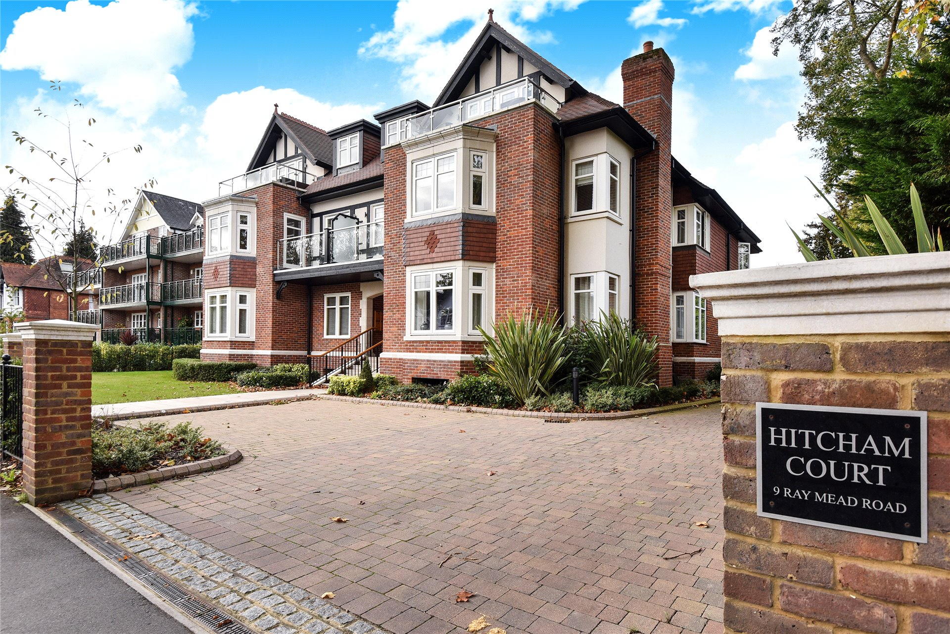 2 Bedrooms Apartment Flat for sale in Hitcham Court, Ray Mead Road, Maidenhead, Berkshire, SL6