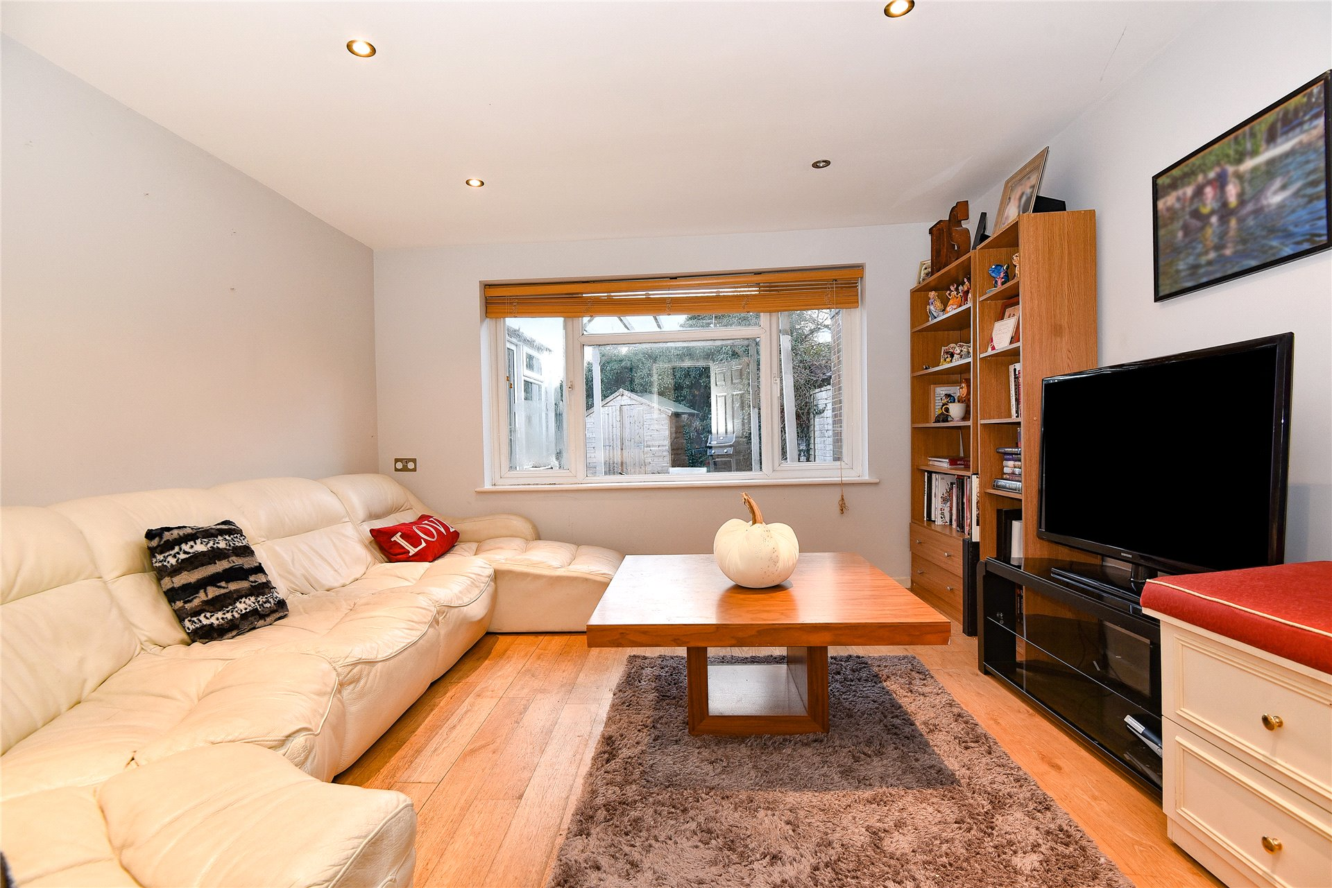 3 Bedrooms End Of Terrace House for sale in Trenchard Road, Holyport, Maidenhead, Berkshire, SL6