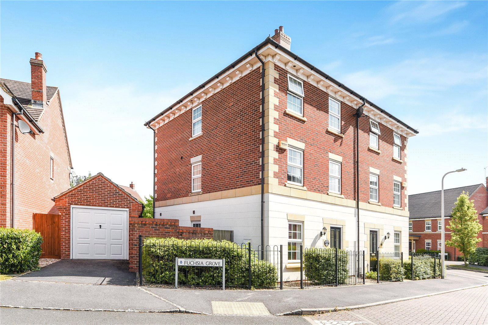5 Bedrooms Semi Detached House for sale in Mimosa Drive, Shinfield, Reading, Berkshire, RG2