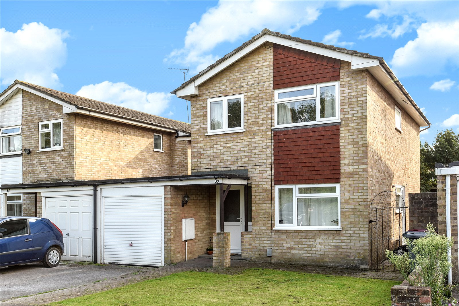 4 Bedrooms Link Detached House for sale in Salford Close, Reading, Berkshire, RG2