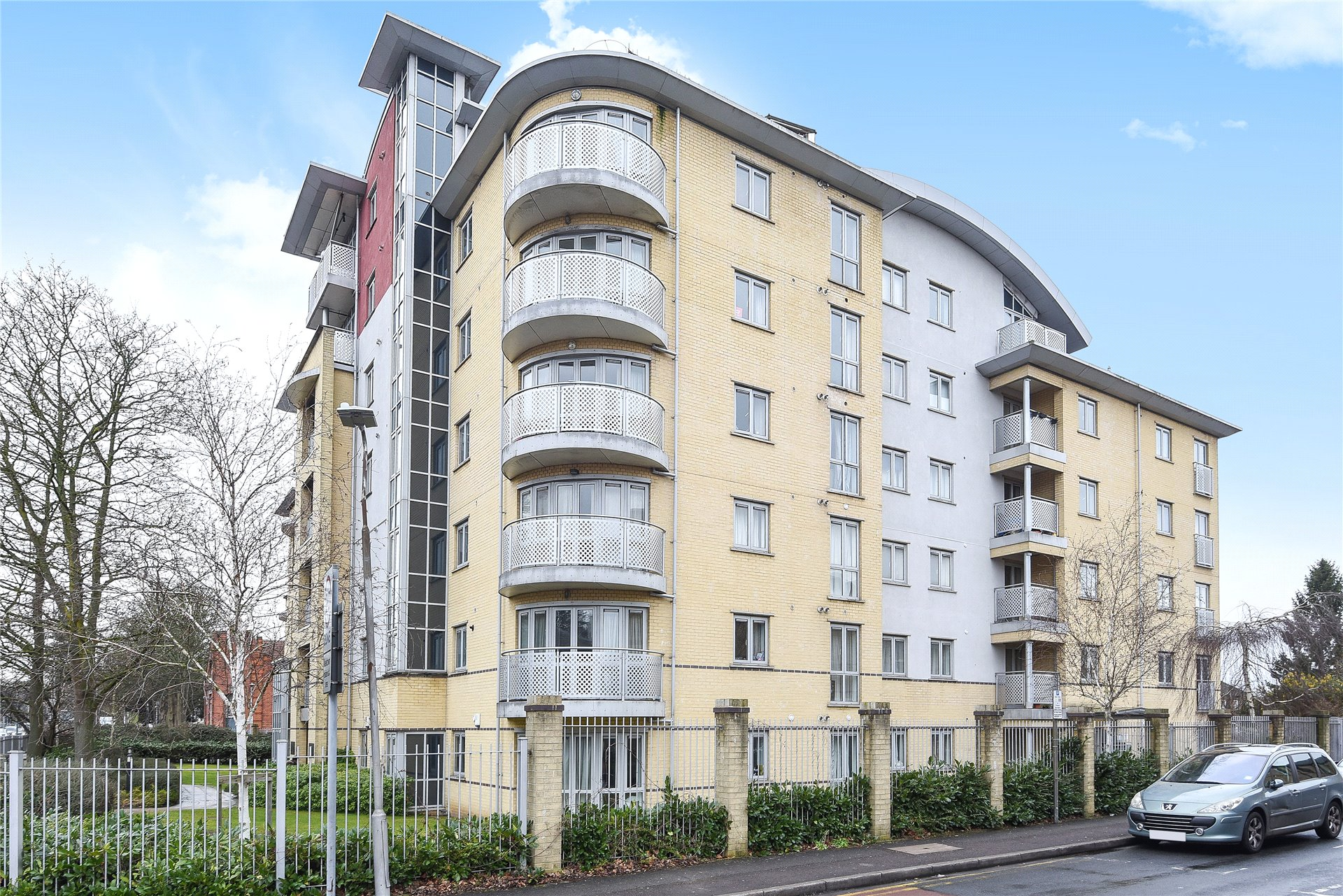 2 Bedrooms Apartment Flat for sale in The Pinnacle, Kings Road, Reading, Berkshire, RG1
