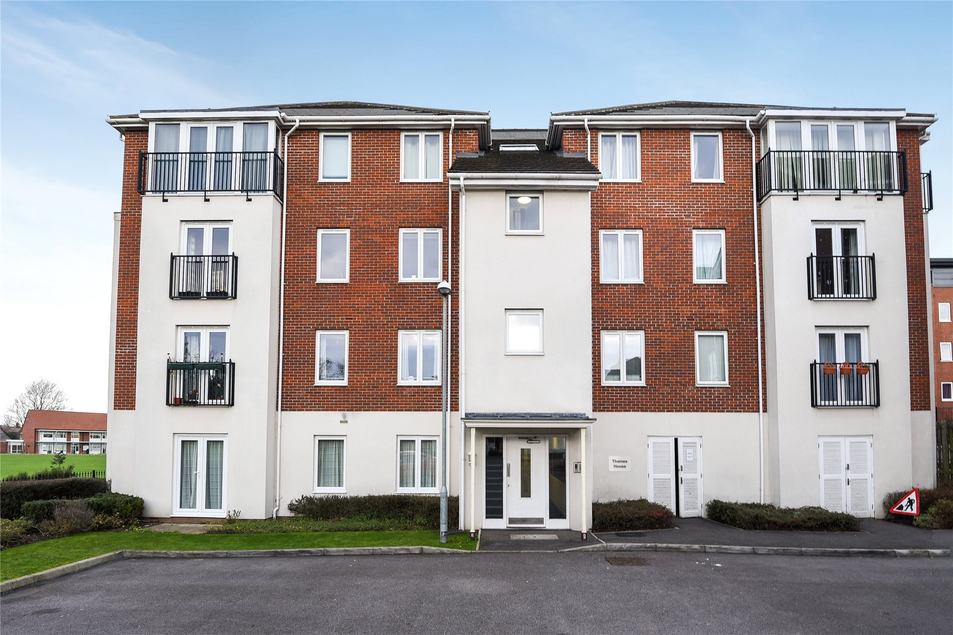 2 Bedrooms Apartment Flat for sale in Thames House, Reading, Berkshire, RG6
