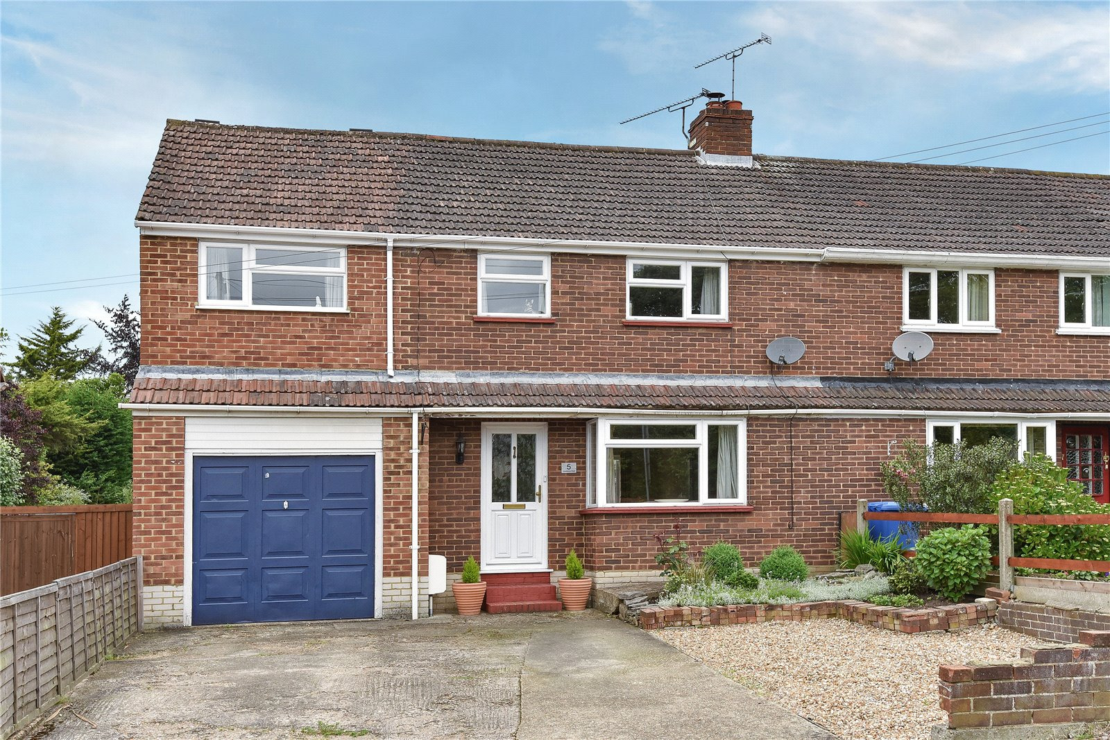 4 Bedrooms Semi Detached House for sale in Crowthorne Road, Sandhurst, Berkshire, GU47