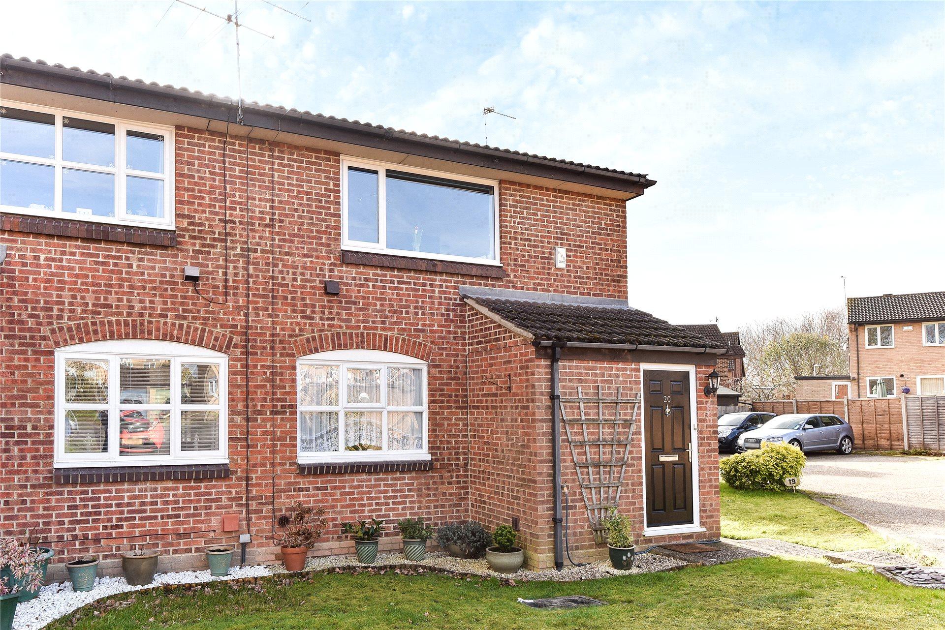 1 Bedroom Maisonette Flat for sale in Shrivenham Close, Sandhurst, Berkshire, GU47