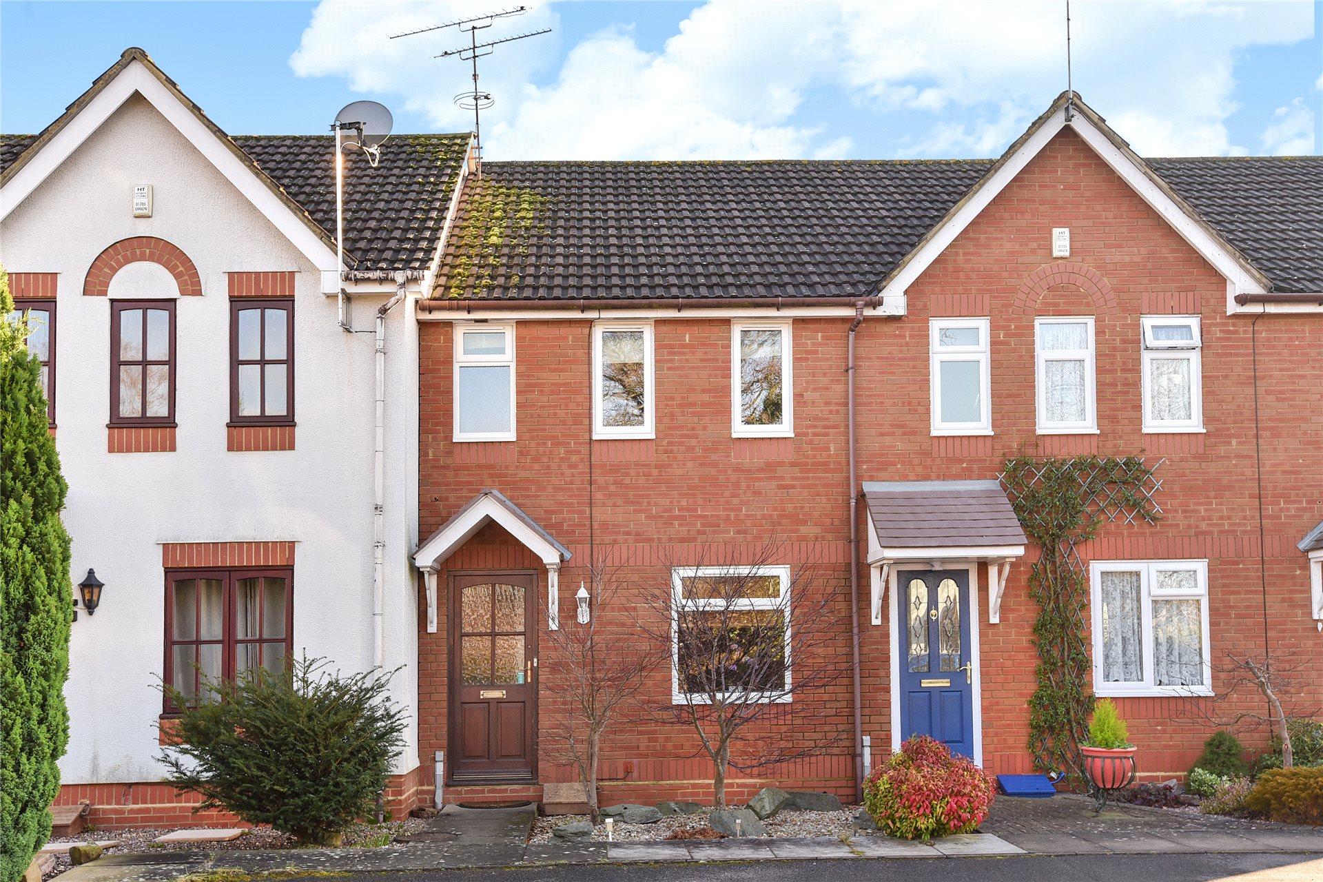 2 Bedrooms Terraced House for sale in Gower Park, College Town, Sandhurst, Berkshire, GU47