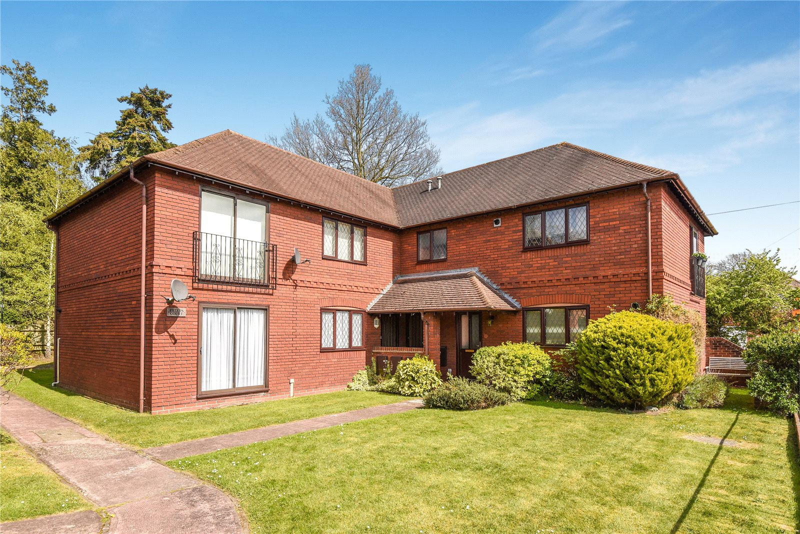 1 Bedroom Apartment Flat for sale in Friars Court, Lych Gate Close, Sandhurst, Berkshire, GU47