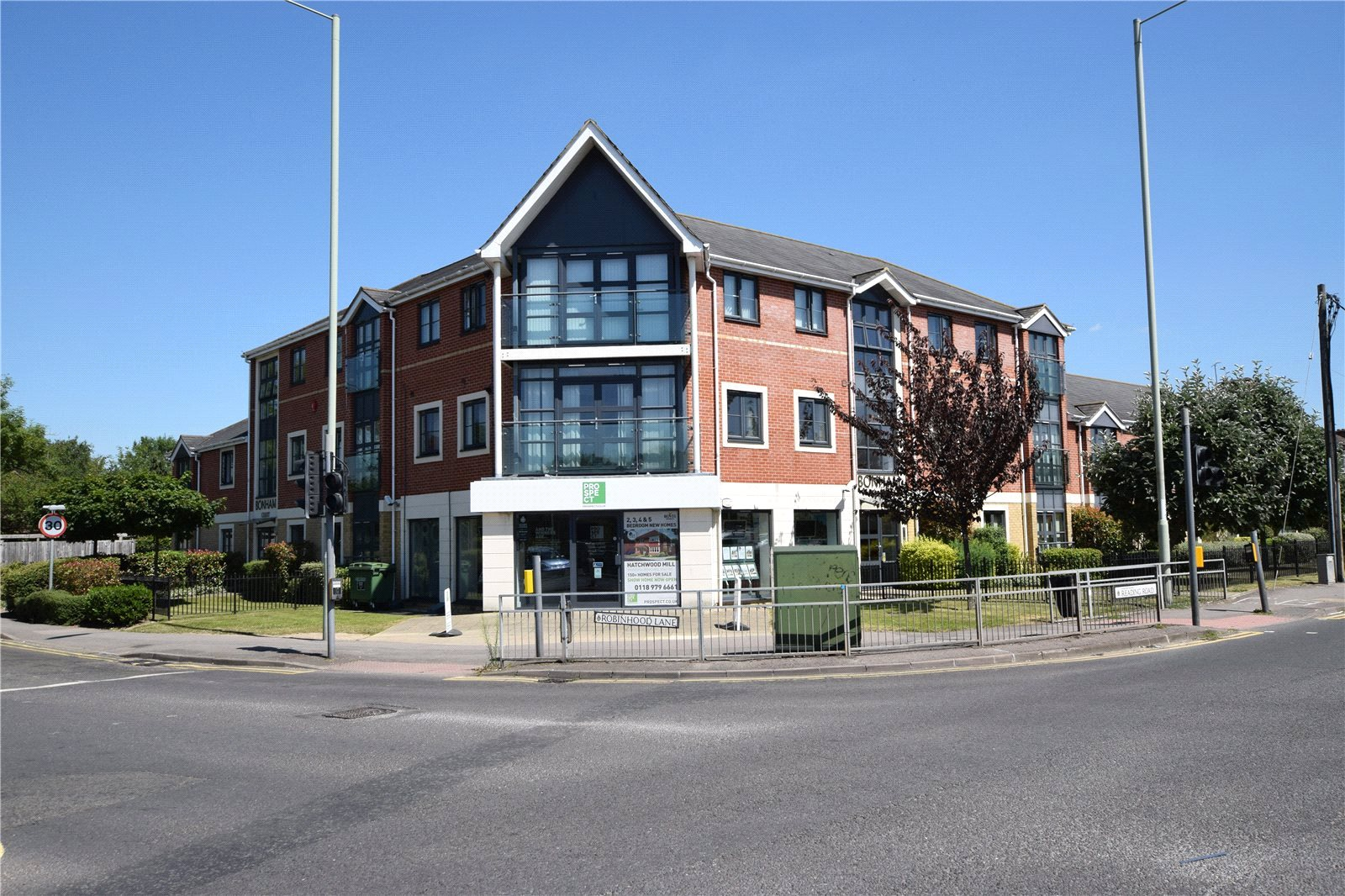 2 Bedrooms Apartment Flat for sale in Bonham Court, Robinhood Lane, Wokingham, Berkshire, RG41